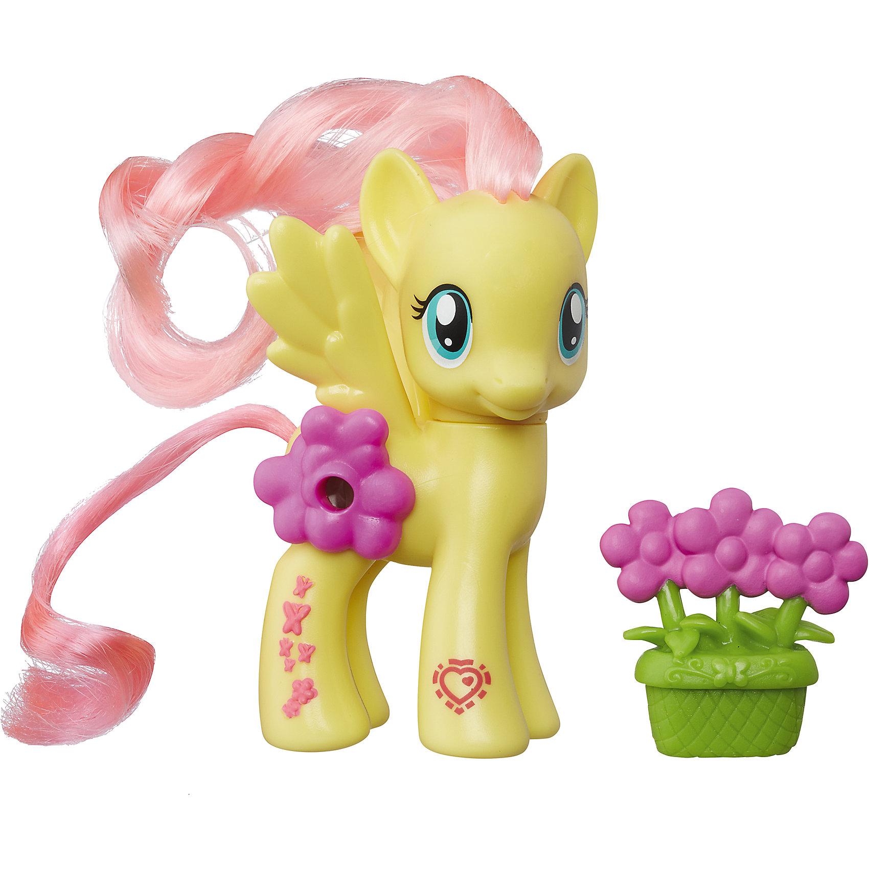 Пони Флаттершай с волшебными картинками, My little Pony, B5361/B7264Игрушки<br>Пони с волшебными картинками, My little Pony, B5361/B7264.<br><br>Характеристики:<br><br>- В наборе: пони, аксессуар<br>- Материал: игрушка изготовлена из пластика, грива и хвостик – текстильные<br>- Высота фигурки: 8 см.<br><br>Играть с милыми пони стало еще интереснее! Главная особенность пони Флаттершай – это линза, расположенная на боку пони, сквозь которую видно картинку с изображением сценки из мультфильма Дружба - это чудо. На передней ножке лошадки Вы найдете код в виде сердечка, отсканировав который при помощи мобильного устройства, Вы получите дополнительные игровые возможности в бесплатном приложении My Little Pony Friendship Celebration. Голова фигурки поворачивается. Гриву и хвост пони малышка сможет расчесывать и создавать различные прически. В комплекте с фигуркой также идет горшочек с цветами. Игры с такой игрушкой способствуют развитию у ребенка фантазии и любознательности, помогут овладеть навыками общения, воспитают чувство ответственности и заботы. Благодаря маленькому размеру фигурки малышка сможет взять ее с собой на прогулку или в гости.<br><br>Игровой набор Пони с волшебными картинками, My little Pony, B5361/B7264 можно купить в нашем интернет-магазине.<br><br>Ширина мм: 87<br>Глубина мм: 178<br>Высота мм: 550<br>Вес г: 160<br>Возраст от месяцев: 36<br>Возраст до месяцев: 72<br>Пол: Женский<br>Возраст: Детский<br>SKU: 5064710