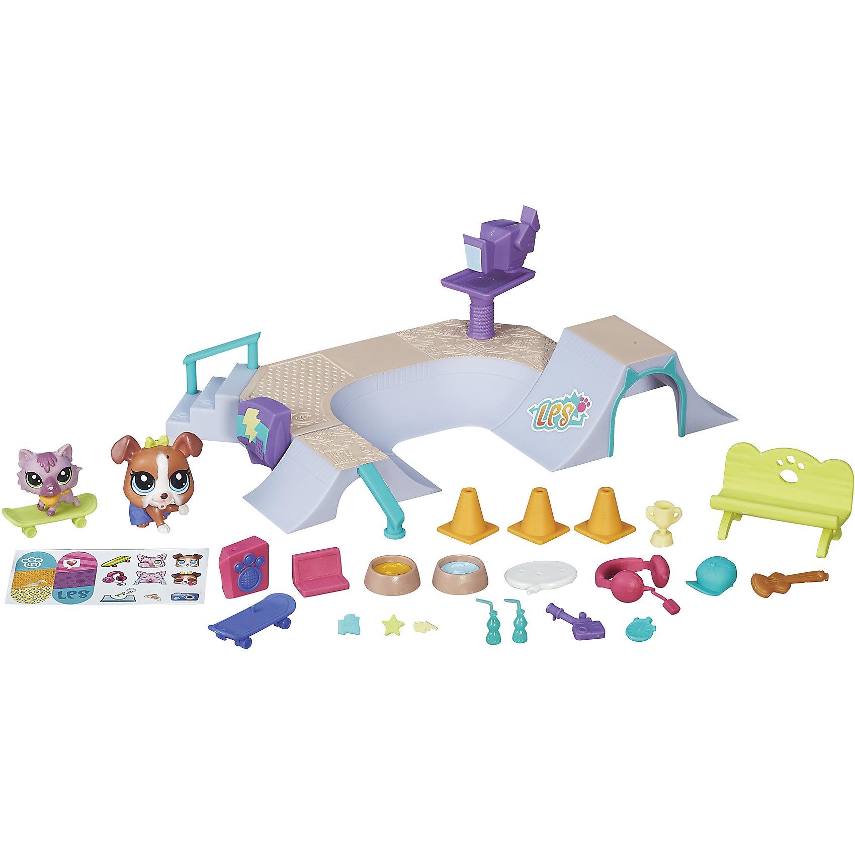 Игровой набор Городские сценки. В парке, Little Pet Shop, B5565/B6959Игрушки<br>Игровой набор Городские сценки, Little Pet Shop, B5565/B6959.<br><br>Характеристики:<br><br>- В наборе: щенок; котенок; 2 скейтборда; роллер-рампа; скамейка; аксессуары; наклейки<br>- Материал: пластик<br>- Размер упаковки: 28x20x5,5 см.<br>- Вес: 400 гр.<br><br>Игровой набор Городские щенки. В парке выпущен под известной маркой Hasbro (Хасбро) и входит в любимую детьми серию Littlest Pet Shop. В наборе, помимо двух фигурок питомцев, малыш найдет целый ряд аксессуаров для них, два игрушечных скейтборда и даже большую рампу для выполнения различных трюков. Многие детали можно дополнить специальными наклейками, с которыми набор станет еще более красочным и привлекательным. Все составляющие выполнены из прочного пластика без поверхностного нанесения красителей, благодаря чему они надолго сохранят свою целостность, насыщенный цвет и прекрасный внешний вид.<br><br>Игровой набор Городские сценки, Little Pet Shop, B5565/B6959 можно купить в нашем интернет-магазине.<br><br>Ширина мм: 51<br>Глубина мм: 279<br>Высота мм: 1000<br>Вес г: 680<br>Возраст от месяцев: 48<br>Возраст до месяцев: 144<br>Пол: Женский<br>Возраст: Детский<br>SKU: 5064716