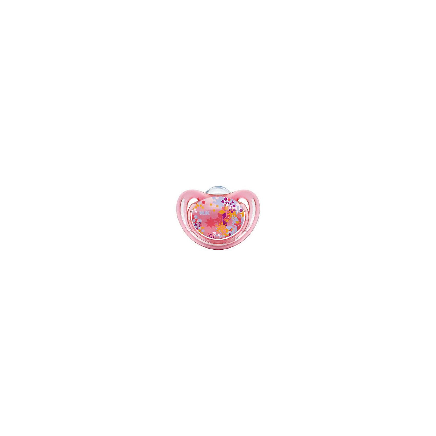 Пустышка силиконовая для сна FREESTYLE Узоры, 18-36 мес., NUK, розовыйПустышки и аксессуары<br>Характеристики изделия:<br><br>- цвет: розовый;<br>- материал: силикон, полиэстер;<br>- ортодонтическая форма;<br>- меньшее количество точек соприкосновения с кожей;<br>- с колечком;<br>- упаковка из 100% биопластика;<br>- размер 3.<br><br>Детские товары существенно облегчают жизнь молодым мамам. Существует множество полезных в период материнства вещей. К таким относится и пустышка. <br>Данная модель разработана совместно с ортодонтами. Мягкий материал подойдет для ротовой полости ребенка. Пустышка легко очищается от любых поверхностных загрязнений. Она помогает правильно сформировать прикус и нормально развиться ротовой полости.<br><br>Пустышку силиконовую для сна FREESTYLE 1 шт. от производителя NUK можно купить в нашем магазине.<br><br>Ширина мм: 75<br>Глубина мм: 75<br>Высота мм: 105<br>Вес г: 38<br>Возраст от месяцев: 18<br>Возраст до месяцев: 36<br>Пол: Унисекс<br>Возраст: Детский<br>SKU: 5065291