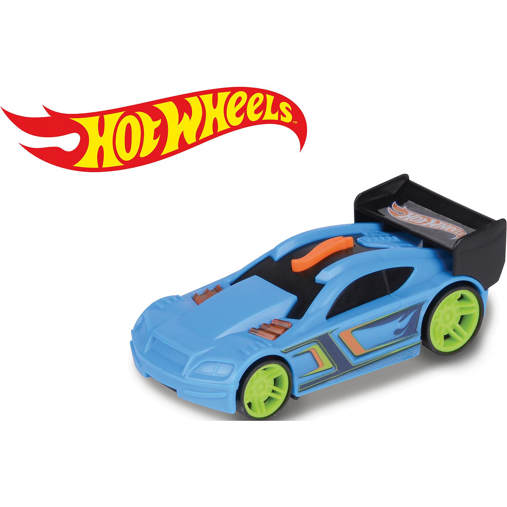 Машинка на батарейках, голубая, 13 см, Hot WheelsПопулярные игрушки<br>Характеристики товара:<br><br>- цвет: голубой;<br>- материал: пластик;<br>- особенности: на батарейках, со звуковыми и световыми эффектами;<br>- вес: 100 г;<br>- размер упаковки: 9х6х15;<br>- батарейки: демонстрационные в комплекте;<br>- размер машинки: 13 см.<br><br>Какой мальчишка откажется поиграть с коллекционной машинкой Hot Wheels, которая выглядит как настоящая?! Машинка очень эффектно смотрится, она запускается нажатием кнопки. Игрушка отлично детализирована, очень качественно выполнена, поэтому она станет отличным подарком ребенку. Продается в красивой упаковке.<br>Изделия произведены из высококачественного материала, безопасного для детей.<br><br>Машинку на батарейках Hot Wheels можно купить в нашем интернет-магазине.<br><br>Ширина мм: 60<br>Глубина мм: 90<br>Высота мм: 150<br>Вес г: 100<br>Возраст от месяцев: 36<br>Возраст до месяцев: 2147483647<br>Пол: Мужской<br>Возраст: Детский<br>SKU: 5066731