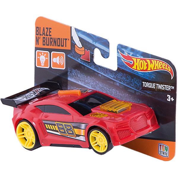 Машинка красная (свет, звук), 13 см, Hot WheelsПопулярные игрушки<br>Характеристики товара:<br><br>- цвет: красный;<br>- материал: пластик;<br>- особенности: на батарейках, со звуковыми и световыми эффектами;<br>- вес: 100 г;<br>- размер упаковки: 9х6х15;<br>- батарейки: демонстрационные в комплекте;<br>- размер машинки: 13 см.<br><br>Какой мальчишка откажется поиграть с коллекционной машинкой Hot Wheels, которая выглядит как настоящая?! Машинка очень эффектно смотрится, она запускается нажатием кнопки. Игрушка отлично детализирована, очень качественно выполнена, поэтому она станет отличным подарком ребенку. Продается в красивой упаковке.<br>Изделия произведены из высококачественного материала, безопасного для детей.<br><br>Машинку на батарейках Hot Wheels можно купить в нашем интернет-магазине.<br><br>Ширина мм: 60<br>Глубина мм: 90<br>Высота мм: 150<br>Вес г: 100<br>Возраст от месяцев: 36<br>Возраст до месяцев: 2147483647<br>Пол: Мужской<br>Возраст: Детский<br>SKU: 5066732