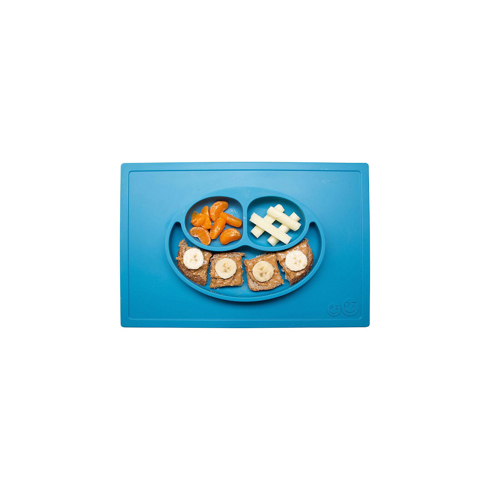 Тарелка трехсекционная с подставкой Happy Mat, 540 мл., ezpz, синийПосуда для малышей<br>Тарелка с подставкой Happy Mat, ezpz, синий.<br><br>Характеристики:<br>• изготовлена из качественного пищевого силикона<br>• надежно крепится к столу<br>• сгибается по краям<br>• 3 отсека для еды<br>• подходит для посудомоечной машины и микроволновой печи<br>• не содержит бисфенол, свинец, фталаты, поливинилхлорид<br>• приятный дизайн<br>• состав: 100% силикон<br>• размер: 38х25,5х3 см<br>• объем: 540 мл<br>• цвет: синий <br><br>Тарелка с подставкой Happy Mat, ezpz пригодится, если в доме живут маленькие непоседы. Тарелка имеет 3 глубоких отсека, что позволяет подавать еду раздельно. Вы сможете одновременно подать к столу мясо, гарнир и фрукты, не пачкая лишнюю посуду. Дно тарелки надежно крепится к плоской поверхности - вы можете не переживать, что малыш опрокинет еду и обожжется. Приятный дизайн тарелки понравится ребенку, и он обязательно будет есть с аппетитом!<br><br>Тарелку с подставкой Happy Mat, ezpz, синий можно купить в нашем интернет-магазине.<br><br>Ширина мм: 380<br>Глубина мм: 25<br>Высота мм: 255<br>Вес г: 701<br>Возраст от месяцев: 0<br>Возраст до месяцев: 36<br>Пол: Унисекс<br>Возраст: Детский<br>SKU: 5068700