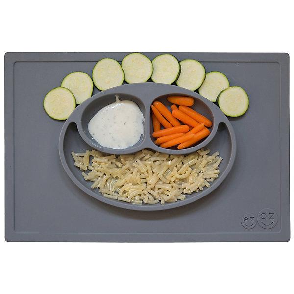 Тарелка трехсекционная с подставкой Happy Mat, 540 мл., ezpz, серыйДетская посуда<br>Тарелка с подставкой Happy Mat, ezpz, серый.<br><br>Характеристики:<br>• изготовлена из качественного пищевого силикона<br>• надежно крепится к столу<br>• сгибается по краям<br>• 3 отсека для еды<br>• подходит для посудомоечной машины и микроволновой печи<br>• не содержит бисфенол, свинец, фталаты, поливинилхлорид<br>• приятный дизайн<br>• состав: 100% силикон<br>• размер: 38х25,5х3 см<br>• объем: 540 мл<br>• цвет: серый<br><br>Тарелка с подставкой Happy Mat, ezpz пригодится, если в доме живут маленькие непоседы. Тарелка имеет 3 глубоких отсека, что позволяет подавать еду раздельно. Вы сможете одновременно подать к столу мясо, гарнир и фрукты, не пачкая лишнюю посуду. Дно тарелки надежно крепится к плоской поверхности - вы можете не переживать, что малыш опрокинет еду и обожжется. Приятный дизайн тарелки понравится ребенку, и он обязательно будет есть с аппетитом!<br><br>Тарелку с подставкой Happy Mat, ezpz, серый можно купить в нашем интернет-магазине.<br><br>Ширина мм: 380<br>Глубина мм: 25<br>Высота мм: 255<br>Вес г: 701<br>Возраст от месяцев: 0<br>Возраст до месяцев: 36<br>Пол: Унисекс<br>Возраст: Детский<br>SKU: 5068703