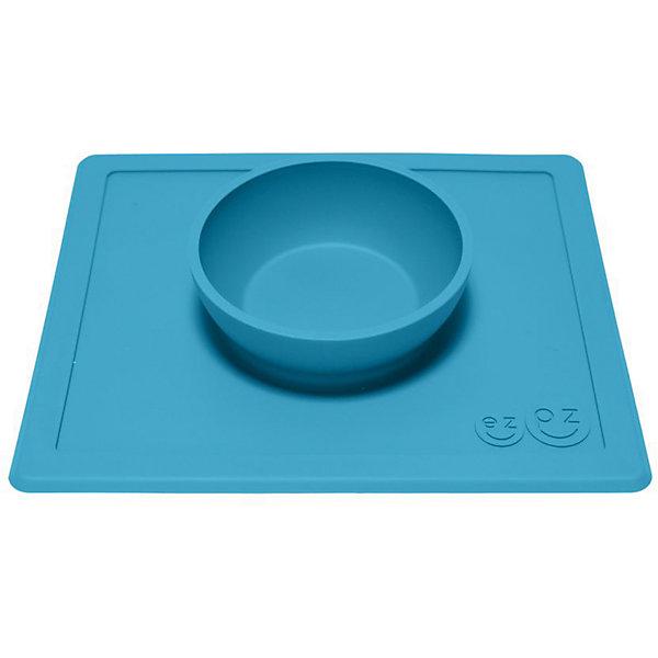 Тарелка глубокая с подставкой Happy Bowl, 240 мл., ezpz, синийДетская посуда<br>Тарелка с подставкой Happy Bowl, ezpz, синий.<br><br>Характеристики:<br>• изготовлена из качественного пищевого силикона<br>• не содержит бисфенол, свинец, фталаты и ПВХ<br>• надежно прикрепляется к столу<br>• не имеет присосок<br>• сгибается по краям<br>• подходит для использования в посудомоечной машине и микроволновой печи<br>• состав: 100% силикон<br>• размер: 26,5х22,5х3,5 см<br>• объем: 240 мл<br>• цвет: синий<br><br>Тарелка с подставкой Happy Bowl, ezpz отлично подойдет для детей, которые только учатся есть аккуратно. Вы можете налить ребенку суп в чашу и не бояться, что малыш прольет его, ведь тарелка надежно крепится к столу за счет своего веса. По краям мата вы сможете положить хлеб, чашку или столовые приборы. Тарелку можно греть в микроволновой печи и мыть в посудомоечной машине, что еще больше облегчает ее использование. <br><br>Тарелку с подставкой Happy Bowl, ezpz, синий можно приобрести в нашем интернет-магазине.<br><br>Ширина мм: 260<br>Глубина мм: 35<br>Высота мм: 225<br>Вес г: 460<br>Возраст от месяцев: 0<br>Возраст до месяцев: 36<br>Пол: Унисекс<br>Возраст: Детский<br>SKU: 5068706
