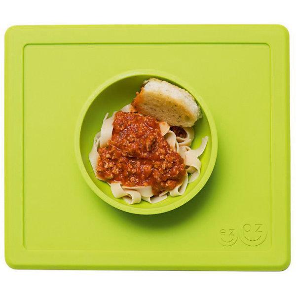 Тарелка глубокая с подставкой Happy Bowl, 240 мл., ezpz, зеленыйДетская посуда<br>Тарелка с подставкой Happy Bowl, ezpz, зеленый.<br><br>Характеристики:<br>• изготовлена из качественного пищевого силикона<br>• не содержит бисфенол, свинец, фталаты и ПВХ<br>• надежно прикрепляется к столу<br>• не имеет присосок<br>• сгибается по краям<br>• подходит для использования в посудомоечной машине и микроволновой печи<br>• состав: 100% силикон<br>• размер: 26,5х22,5х3,5 см<br>• объем: 240 мл<br>• цвет: зеленый<br><br>Тарелка с подставкой Happy Bowl, ezpz отлично подойдет для детей, которые только учатся есть аккуратно. Вы можете налить ребенку суп в чашу и не бояться, что малыш прольет его, ведь тарелка надежно крепится к столу за счет своего веса. По краям мата вы сможете положить хлеб, чашку или столовые приборы. Тарелку можно греть в микроволновой печи и мыть в посудомоечной машине, что еще больше облегчает ее использование. <br><br>Тарелку с подставкой Happy Bowl, ezpz, зеленый можно приобрести в нашем интернет-магазине.<br><br>Ширина мм: 260<br>Глубина мм: 35<br>Высота мм: 225<br>Вес г: 460<br>Возраст от месяцев: 0<br>Возраст до месяцев: 36<br>Пол: Унисекс<br>Возраст: Детский<br>SKU: 5068710