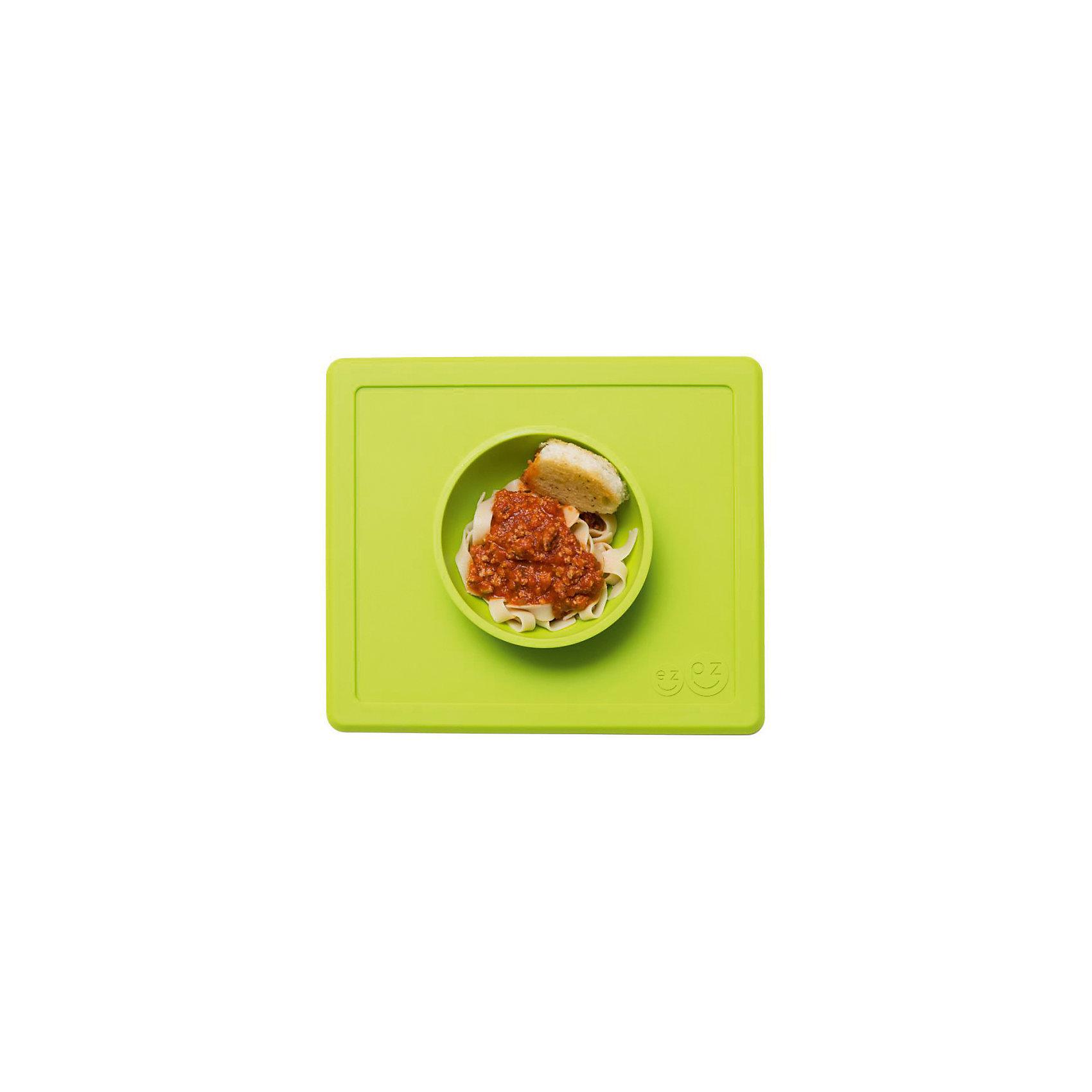 Тарелка с подставкой Happy Bowl, ezpz, зеленыйТарелка с подставкой Happy Bowl, ezpz, зеленый.<br><br>Характеристики:<br>• изготовлена из качественного пищевого силикона<br>• не содержит бисфенол, свинец, фталаты и ПВХ<br>• надежно прикрепляется к столу<br>• не имеет присосок<br>• сгибается по краям<br>• подходит для использования в посудомоечной машине и микроволновой печи<br>• состав: 100% силикон<br>• размер: 26,5х22,5х3,5 см<br>• объем: 240 мл<br>• цвет: зеленый<br><br>Тарелка с подставкой Happy Bowl, ezpz отлично подойдет для детей, которые только учатся есть аккуратно. Вы можете налить ребенку суп в чашу и не бояться, что малыш прольет его, ведь тарелка надежно крепится к столу за счет своего веса. По краям мата вы сможете положить хлеб, чашку или столовые приборы. Тарелку можно греть в микроволновой печи и мыть в посудомоечной машине, что еще больше облегчает ее использование. <br><br>Тарелку с подставкой Happy Bowl, ezpz, зеленый можно приобрести в нашем интернет-магазине.<br><br>Ширина мм: 260<br>Глубина мм: 35<br>Высота мм: 225<br>Вес г: 460<br>Возраст от месяцев: 0<br>Возраст до месяцев: 36<br>Пол: Унисекс<br>Возраст: Детский<br>SKU: 5068710
