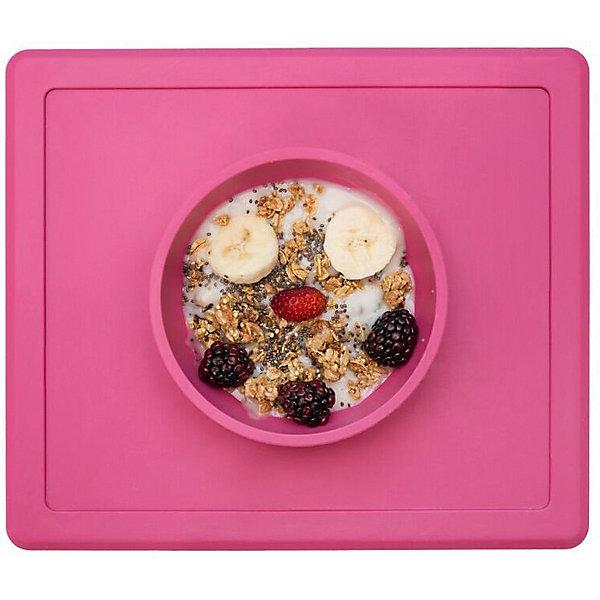 Тарелка глубокая с подставкой Happy Bowl, 240 мл., ezpz, розовыйДетская посуда<br>Тарелка с подставкой Happy Bowl, ezpz, розовый.<br><br>Характеристики:<br>• изготовлена из качественного пищевого силикона<br>• не содержит бисфенол, свинец, фталаты и ПВХ<br>• надежно прикрепляется к столу<br>• не имеет присосок<br>• сгибается по краям<br>• подходит для использования в посудомоечной машине и микроволновой печи<br>• состав: 100% силикон<br>• размер: 26,5х22,5х3,5 см<br>• объем: 240 мл<br>• цвет: розовый<br><br>Тарелка с подставкой Happy Bowl, ezpz отлично подойдет для детей, которые только учатся есть аккуратно. Вы можете налить ребенку суп в чашу и не бояться, что малыш прольет его, ведь тарелка надежно крепится к столу за счет своего веса. По краям мата вы сможете положить хлеб, чашку или столовые приборы. Тарелку можно греть в микроволновой печи и мыть в посудомоечной машине, что еще больше облегчает ее использование. <br><br>Тарелку с подставкой Happy Bowl, ezpz, розовый можно приобрести в нашем интернет-магазине.<br>Ширина мм: 260; Глубина мм: 35; Высота мм: 225; Вес г: 460; Возраст от месяцев: 0; Возраст до месяцев: 36; Пол: Унисекс; Возраст: Детский; SKU: 5068711;