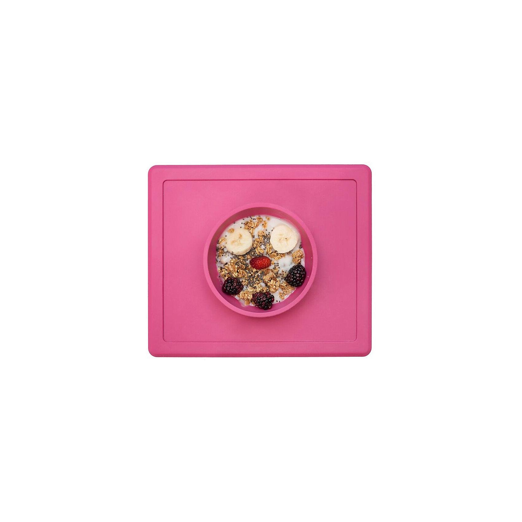 Тарелка глубокая с подставкой Happy Bowl, 240 мл., ezpz, розовыйПосуда для малышей<br>Тарелка с подставкой Happy Bowl, ezpz, розовый.<br><br>Характеристики:<br>• изготовлена из качественного пищевого силикона<br>• не содержит бисфенол, свинец, фталаты и ПВХ<br>• надежно прикрепляется к столу<br>• не имеет присосок<br>• сгибается по краям<br>• подходит для использования в посудомоечной машине и микроволновой печи<br>• состав: 100% силикон<br>• размер: 26,5х22,5х3,5 см<br>• объем: 240 мл<br>• цвет: розовый<br><br>Тарелка с подставкой Happy Bowl, ezpz отлично подойдет для детей, которые только учатся есть аккуратно. Вы можете налить ребенку суп в чашу и не бояться, что малыш прольет его, ведь тарелка надежно крепится к столу за счет своего веса. По краям мата вы сможете положить хлеб, чашку или столовые приборы. Тарелку можно греть в микроволновой печи и мыть в посудомоечной машине, что еще больше облегчает ее использование. <br><br>Тарелку с подставкой Happy Bowl, ezpz, розовый можно приобрести в нашем интернет-магазине.<br><br>Ширина мм: 260<br>Глубина мм: 35<br>Высота мм: 225<br>Вес г: 460<br>Возраст от месяцев: 0<br>Возраст до месяцев: 36<br>Пол: Унисекс<br>Возраст: Детский<br>SKU: 5068711