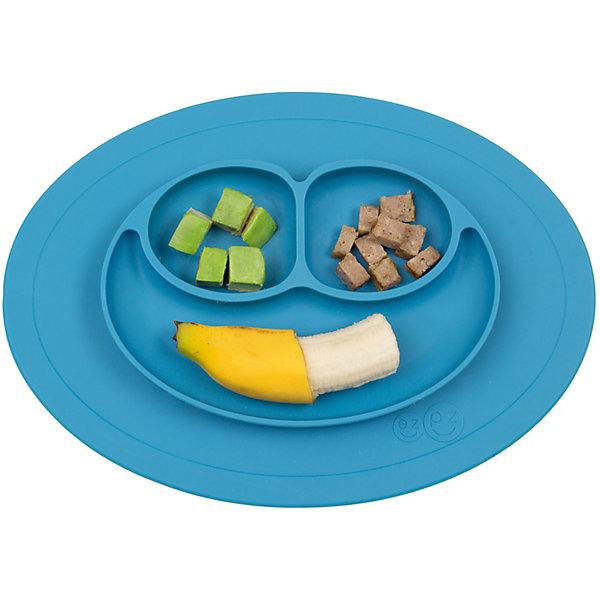 Тарелка малая с подставкой Mini Mat, 240мл., ezpz, синийДетская посуда<br>Тарелка с подставкой Mini Mat, ezpz, синий.<br><br>Характеристики:<br>• изготовлена из качественного пищевого силикона<br>• надежно крепится к столу<br>• 3 отсека для еды<br>• удобно брать с собой<br>• подходит для посудомоечной машины и микроволновой печи<br>• не содержит бисфенол, свинец, фталаты, поливинилхлорид<br>• приятный дизайн<br>• состав: 100% силикон<br>• размер: 21,5х19,5х2,5 см<br>• объем: 240 мл<br>• цвет: синий<br><br>Тарелка с подставкой Mini Mat, ezpz пригодится, если в доме живут маленькие непоседы. Тарелка имеет 3 глубоких отсека, что позволяет подавать еду раздельно. Вы сможете одновременно подать к столу мясо, гарнир и фрукты, не пачкая лишнюю посуду. Дно тарелки надежно крепится к плоской поверхности - вы можете не переживать, что малыш опрокинет еду и обожжется. Небольшой размер позволит брать тарелку с собой в дорогу. Приятный дизайн тарелки понравится ребенку, и он обязательно будет есть с аппетитом!<br><br><br>Вы можете купить тарелку с подставкой Mini Mat, ezpz, синий в нашем интернет-магазине.<br>Ширина мм: 210; Глубина мм: 25; Высота мм: 195; Вес г: 323; Возраст от месяцев: 0; Возраст до месяцев: 36; Пол: Унисекс; Возраст: Детский; SKU: 5068712;