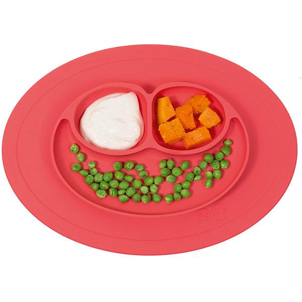 Тарелка малая с подставкой Mini Mat,240 мл., ezpz, коралловыйДетская посуда<br>Тарелка с подставкой Mini Mat, ezpz, коралловый.<br><br>Характеристики:<br>• изготовлена из качественного пищевого силикона<br>• надежно крепится к столу<br>• 3 отсека для еды<br>• удобно брать с собой<br>• подходит для посудомоечной машины и микроволновой печи<br>• не содержит бисфенол, свинец, фталаты, поливинилхлорид<br>• приятный дизайн<br>• состав: 100% силикон<br>• размер: 21,5х19,5х2,5 см<br>• объем: 240 мл<br>• цвет: коралловый<br><br>Тарелка с подставкой Mini Mat, ezpz пригодится, если в доме живут маленькие непоседы. Тарелка имеет 3 глубоких отсека, что позволяет подавать еду раздельно. Вы сможете одновременно подать к столу мясо, гарнир и фрукты, не пачкая лишнюю посуду. Дно тарелки надежно крепится к плоской поверхности - вы можете не переживать, что малыш опрокинет еду и обожжется. Небольшой размер позволит брать тарелку с собой в дорогу. Приятный дизайн тарелки понравится ребенку, и он обязательно будет есть с аппетитом!<br><br><br>Вы можете купить тарелку с подставкой Mini Mat, ezpz, коралловый в нашем интернет-магазине.<br><br>Ширина мм: 210<br>Глубина мм: 25<br>Высота мм: 195<br>Вес г: 323<br>Возраст от месяцев: 0<br>Возраст до месяцев: 36<br>Пол: Унисекс<br>Возраст: Детский<br>SKU: 5068713