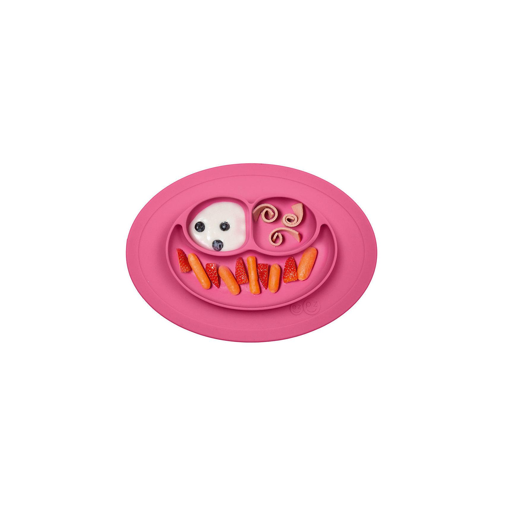 Тарелка малая с подставкой Mini Mat, 240 мл., ezpz, розовыйПосуда для малышей<br>Тарелка с подставкой Mini Mat, ezpz, розовый.<br><br>Характеристики:<br>• изготовлена из качественного пищевого силикона<br>• надежно крепится к столу<br>• 3 отсека для еды<br>• удобно брать с собой<br>• подходит для посудомоечной машины и микроволновой печи<br>• не содержит бисфенол, свинец, фталаты, поливинилхлорид<br>• приятный дизайн<br>• состав: 100% силикон<br>• размер: 21,5х19,5х2,5 см<br>• объем: 240 мл<br>• цвет: розовый<br><br>Тарелка с подставкой Mini Mat, ezpz пригодится, если в доме живут маленькие непоседы. Тарелка имеет 3 глубоких отсека, что позволяет подавать еду раздельно. Вы сможете одновременно подать к столу мясо, гарнир и фрукты, не пачкая лишнюю посуду. Дно тарелки надежно крепится к плоской поверхности - вы можете не переживать, что малыш опрокинет еду и обожжется. Небольшой размер позволит брать тарелку с собой в дорогу. Приятный дизайн тарелки понравится ребенку, и он обязательно будет есть с аппетитом!<br><br><br>Вы можете купить тарелку с подставкой Mini Mat, ezpz, розовый в нашем интернет-магазине.<br><br>Ширина мм: 210<br>Глубина мм: 25<br>Высота мм: 195<br>Вес г: 323<br>Возраст от месяцев: 0<br>Возраст до месяцев: 36<br>Пол: Унисекс<br>Возраст: Детский<br>SKU: 5068716