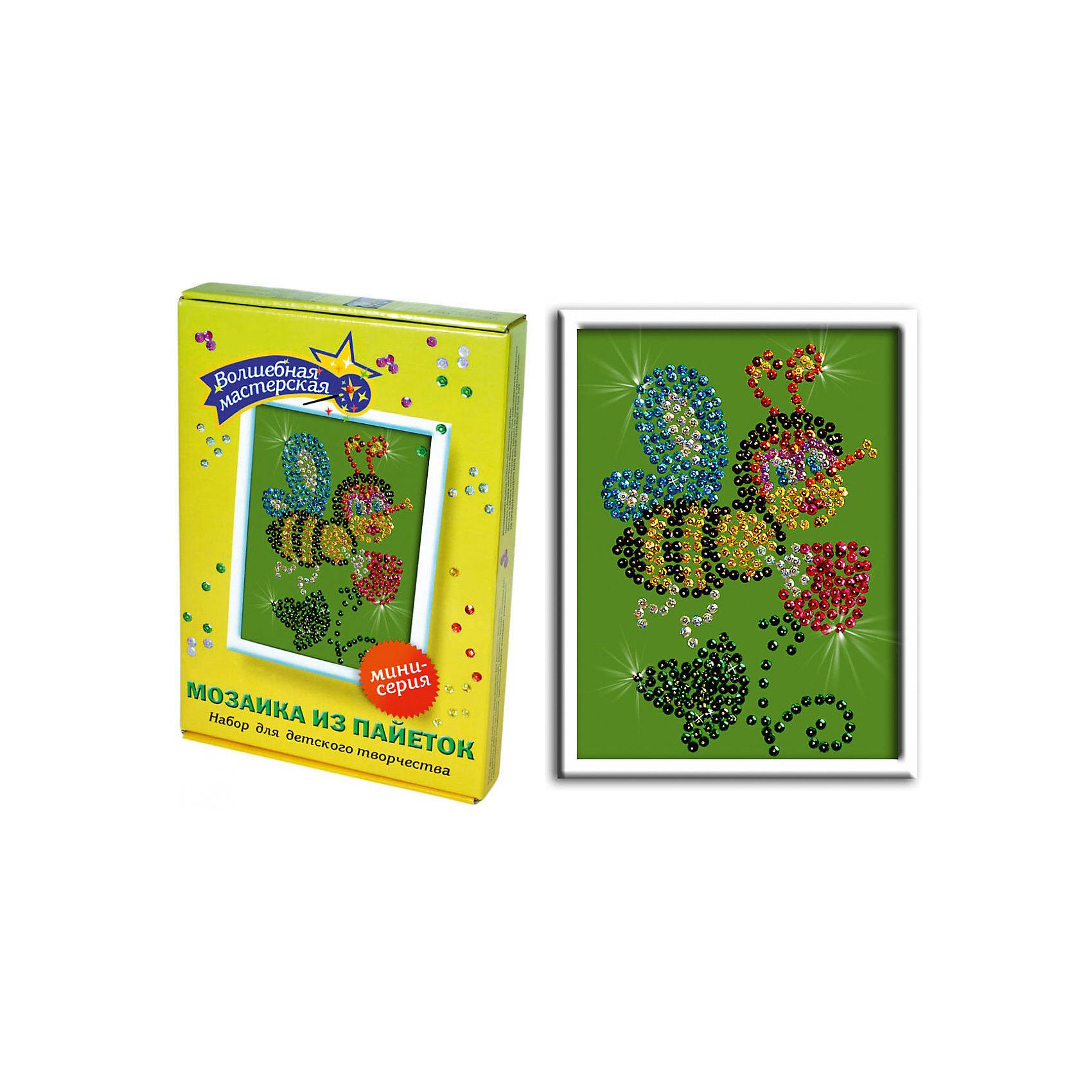 Мозаика из пайеток ПчелкаМозаика детская<br>Набор для детского творчества «Мозайка из пайеток» дарит возможность составить рисунок с бабочкой из пайеток. Пайтеки – это блестка, плоская чешуйка из блестящего материала, обычно круглой или многогранной формы и с отверстием для продевания нитки. Пайетка может иметь различную окраску. <br>Набор способствует развитию фантазии ребенка, мелкой моторики рук. Тренирует усидчивость и терпение, так как приходится работать с достаточно мелкими деталями. Подойдет как для домашних занятий творчеством так и для школьных.<br><br>Ширина мм: 375<br>Глубина мм: 34<br>Высота мм: 277<br>Вес г: 164<br>Возраст от месяцев: 36<br>Возраст до месяцев: 108<br>Пол: Унисекс<br>Возраст: Детский<br>SKU: 5075372
