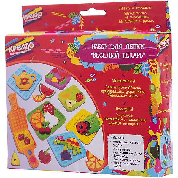 Набор для лепки «Веселый пекарь», КРЕАТТОНаборы для лепки<br>Набор для лепки Веселый пекарь поможет вашему ребенку открыть собственную пекарню. С помощью вафельницы создавайте аппетитные вафли. Формочками лепите фрукты, ягодки и украшайте ими свои десерты. А инструкция и полезные советы, размещенные на коробочке, вам помогут создать самые привлекательные вкусности. И главное – слепленные фигурки можно засушить и играть с ними. Такое интересное развлечение развивает у ребенка моторику, координацию мелких движений, восприятие формы, цвета и фактуры, творческое мышление и, конечно, умение создавать причудливые фигурки.<br>В наборе для лепки 6 предметов: тесто для лепки – 3 цвета по 20 г, 2 формочки для лепки фруктов, формочка для лепки вафель. Тесто обладает отличными пластичными свойствами, приятно на ощупь, не пачкается, не липнет к рукам, застывает на воздухе за несколько часов. Внимание: тесто не пригодно для еды! Товар сертифицирован. Срок годности – 3 года. Упаковка – коробка, на которой размещены полезные советы и инструкция.<br>Ширина мм: 180; Глубина мм: 180; Высота мм: 40; Вес г: 179; Возраст от месяцев: 36; Возраст до месяцев: 84; Пол: Унисекс; Возраст: Детский; SKU: 5076583;