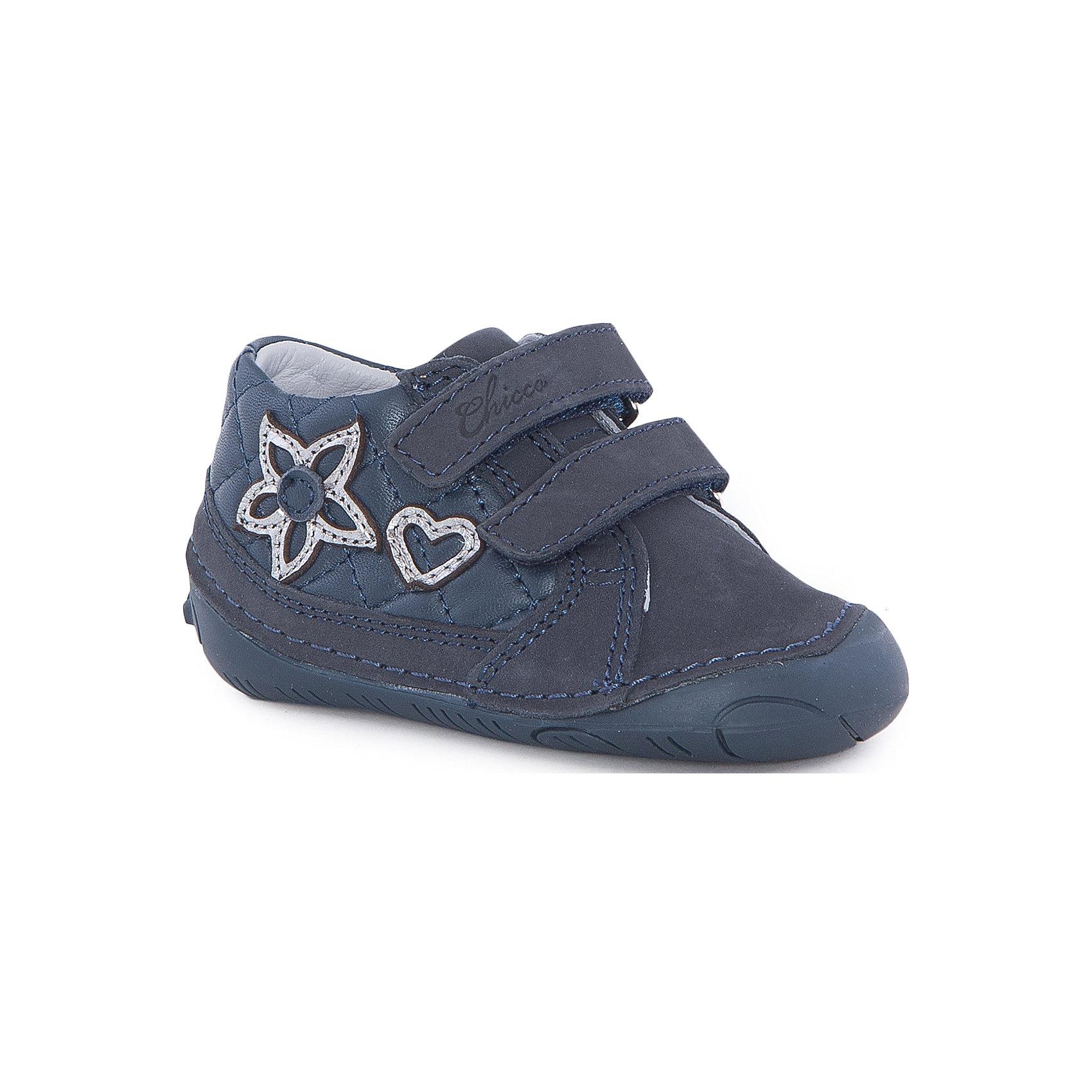 Полуботинки  для девочки  CHICCOБотинки<br>Полуботинки для девочки CHICCO<br><br>Характеристики:<br><br>Тип застежки: липучки, 2 шт.<br>Тип обуви: спортивные<br>Особенности обуви: усиленный носок<br>Декоративные элементы: стеганые квадраты; добавочные элементы, сердце и цветок<br>Цвет: синий<br><br>Материал: 100% кожа<br><br>Полуботинки для девочки CHICCO можно купить в нашем интернет-магазине.<br><br>Ширина мм: 262<br>Глубина мм: 176<br>Высота мм: 97<br>Вес г: 427<br>Цвет: синий<br>Возраст от месяцев: 9<br>Возраст до месяцев: 12<br>Пол: Женский<br>Возраст: Детский<br>Размер: 20,21,19<br>SKU: 5082855
