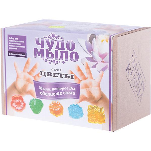 Чудо-Мыло Цветы  (малый набор)Наборы для создания мыла<br>Характеристики:<br><br>• размер: 19x11x13см.;<br>• в набор входит: прозрачная мыльная основа, красители и ароматизатор, керамическая чаша, перчатки, палочки, формы для мыла, 6 шт.;<br>• вес: 400 г.;<br>• для детей в возрасте: от 8 лет;<br>• страна производитель: Россия.<br><br>Этот удивительный набор от Master IQ2 (Мастер АйКью2) позволит перенестись на какое-то время в необычайный мир мыловарения. Вместе с простой пошаговой инструкцией ребёнок легко может сделать красивое мыло с цветочной тематикой самостоятельно. Благодаря этому интересному набору ребёнок может изготовить мыло в виде анютиных глазок, маргариток, роз или лотоса.<br><br>Набор для изготовления мыла станет отличным помощником в сфере художественного развития и прекрасно подойдёт для развития моторики рук, усидчивости, аккуратности. Кроме того, задание повышает самооценку, ведь ребёнок смог сам сделать это красивое мыло.<br><br>Чудо-Мыло Цветы (малый набор) можно купить в нашем интернет-магазине.<br>Ширина мм: 182; Глубина мм: 122; Высота мм: 102; Вес г: 476; Возраст от месяцев: 96; Возраст до месяцев: 180; Пол: Унисекс; Возраст: Детский; SKU: 5083859;