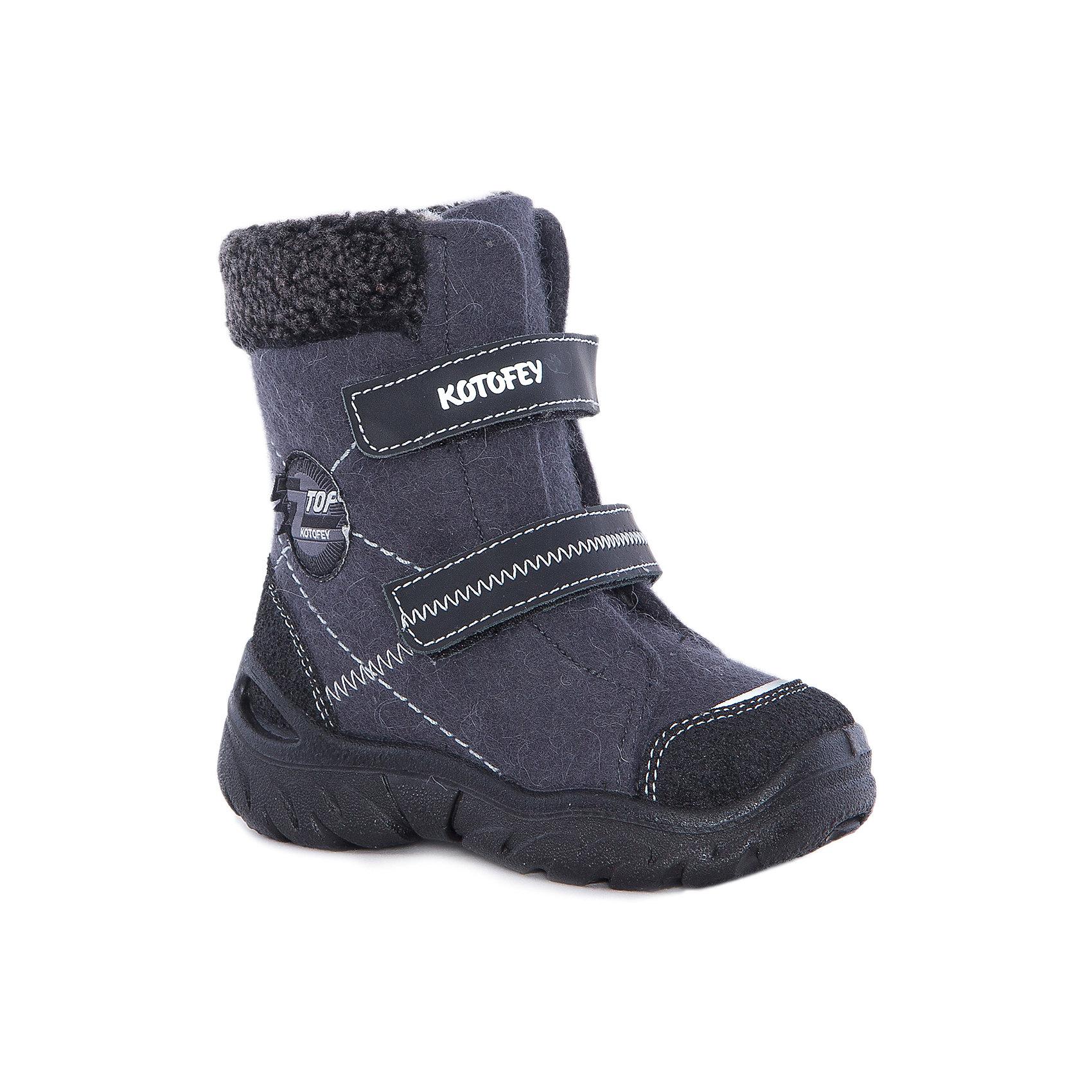 Ботинки  для мальчика КотофейВаленки<br>Ботинки  для мальчика Котофей.<br><br>Характеристики:<br><br>- Внешний материал: войлок<br>- Внутренний материал: мех шерстяной<br>- Стелька: войлок<br>- Подошва: полиуретан<br>- Тип застежки: липучки<br>- Вид крепления обуви: литьевой<br>- Температурный режим до -25С<br>- Цвет: серый, черный<br>- Сезон: зима<br>- Пол: для мальчиков<br><br>Ботинки для мальчика торговой марки Котофей сочетают в себе удобство и уют традиционных русских валенок с современным дизайном! Ботинки сделаны из войлока из натуральной шерсти мериноса, с подкладкой из шерстяного меха (100% натуральная овечья шерсть). Они обладают наивысшими теплозащитными свойствами. Обувь «дышит», обладает массажным воздействием, способствует улучшению циркуляции крови. Пяточная и носочная части защищены накладками со специальным покрытием, что придаёт модели износостойкость. Мягкий меховой манжет придает модели приталенность и предотвращает натирание. Подошва литьевого метода крепления легкая и гибкая, имеет анатомическую форму следа, повторяя изгибы свода стопы. Благодаря этому ножки будут чувствовать себя комфортно весь день! Удобная застежка – две липучки увеличивает раскрываемость модели, что делает ее универсальной для ножек любой полноты. Детская обувь «Котофей» качественна, красива, добротна, комфортна и долговечна. Она производится на Егорьевской обувной фабрике. Жесткий контроль производства и постоянное совершенствование технологий при многолетнем опыте позволяют считать компанию одним из лидеров среди отечественных производителей детской обуви.<br><br>Ботинки  для мальчика Котофей можно купить в нашем интернет-магазине.<br><br>Ширина мм: 262<br>Глубина мм: 176<br>Высота мм: 97<br>Вес г: 427<br>Цвет: разноцветный<br>Возраст от месяцев: 18<br>Возраст до месяцев: 21<br>Пол: Мужской<br>Возраст: Детский<br>Размер: 23,31,24,25,26,27,28,29,30<br>SKU: 5086685