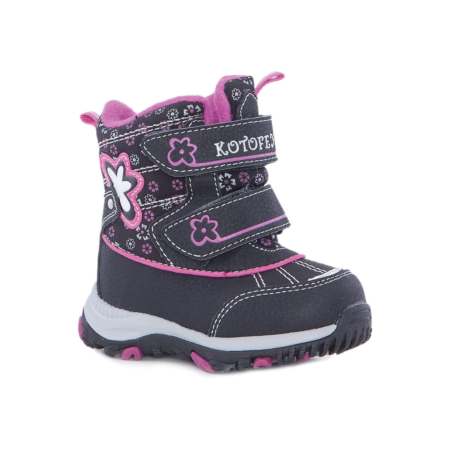 Ботинки  для девочки КотофейБотинки  для девочки Котофей.<br><br>Характеристики:<br><br>- Внешний материал: искусственная кожа, натуральная кожа, текстиль<br>- Внутренний материал: мех шерстяной<br>- Стелька: войлок<br>- Подошва: филон, ТЭП<br>- Тип застежки: липучки<br>- Вид крепления обуви: клеевой<br>- Цвет: черный, фуксия<br>- Сезон: зима<br>- Температурный режим: от +5 до -15 градусов<br>- Пол: для девочек<br><br>Ботинки торговой марки Котофей обеспечат вашей девочки максимальный комфорт. Они особенно хороши для активных прогулок. Ботинки практичного черного цвета, декорированные цветочным принтом, с аккуратными швами и отделкой цвета фуксия будут украшением ножек юной леди. Верх модели выполнен из влагоотталкивающего текстиля и кожи. Подкладка - утеплённая, из шерстяного меха. Между материалами верха и подклада вшит специальный мембранный материал, отталкивающий влагу, но позволяющий ногам дышать. Гибкая, широкая, клеевая подошва с рельефным протектором обеспечит превосходное сцепление с поверхностью. Гибкая, широкая, клеевая подошва с рельефным протектором обеспечит превосходное сцепление с поверхностью. Снижение ударной нагрузки и повышенную устойчивость обеспечивает в подошве слой из материала филон, который часто используется в спортивной обуви. Вторая часть подошвы из термоэластопласта (ТЭП) – пластичного материала, отлично амортизирующего при шаге, не теряющего своих свойств при понижении температур, предотвращающего скольжение.  Широкий язычок ботинка пришит по всей своей длине, так что он не допускает попадания снега или воды внутрь. Два ремня с липучкой позволяют не только быстро обувать и снимать ботинки, но и обеспечивают плотное прилегание обуви к стопе. Дизайн модели соответствует последним европейским тенденциям и придаёт этой модели эффектный внешний вид. Детская обувь «Котофей» качественна, красива, добротна, комфортна и долговечна. Она производится на Егорьевской обувной фабрике. Жесткий контроль производства и постоянное совершенствование тех
