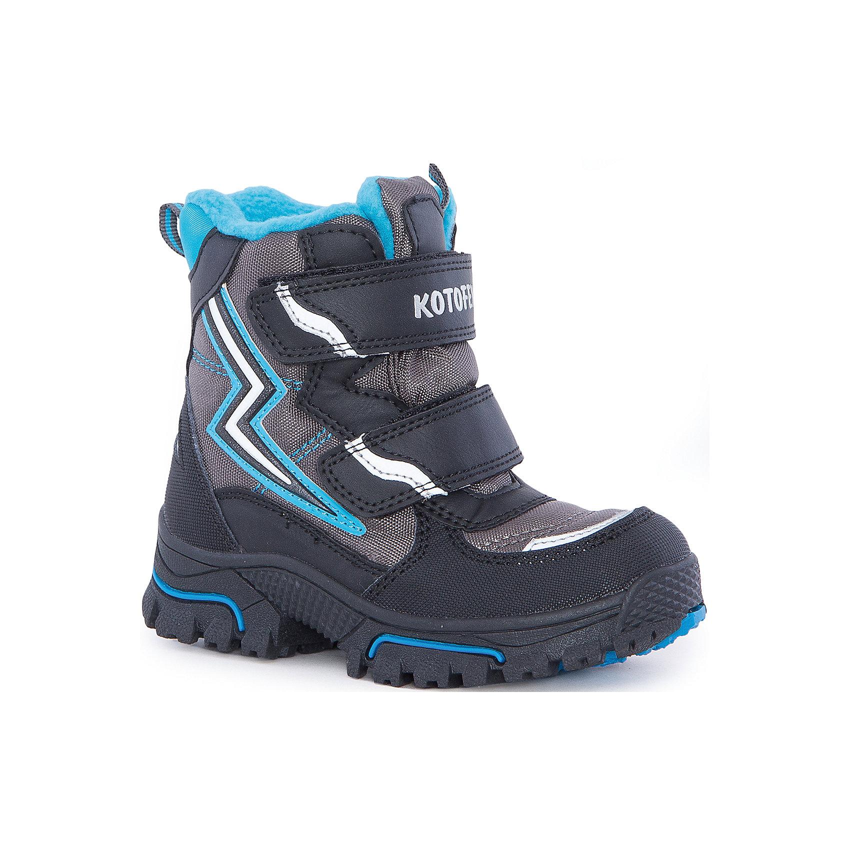 Ботинки  для мальчика КотофейБотинки<br>Ботинки  для мальчика Котофей.<br><br>Характеристики:<br><br>- Внешний материал: искусственная кожа, текстиль<br>- Внутренний материал: мех шерстяной<br>- Стелька: войлок<br>- Подошва: ТЭП<br>- Тип застежки: липучки<br>- Вид крепления обуви: литьевой<br>- Цвет: серый, голубой<br>- Сезон: зима<br>- Температурный режим: до -20 градусов<br>- Пол: для мальчиков<br><br>Ботинки торговой марки Котофей с нашивкой в виде молнии понравится абсолютно всем мальчикам! Они особенно хороши для активных прогулок. Верх выполнен из влагоотталкивающего текстиля и кожи. Подкладка - из натуральной шерсти, имеется дополнительная стелька из войлока, поэтому ножке в такой обуви тепло и уютно. Между материалами верха и подклада вшит специальный мембранный материал, отталкивающий влагу, но позволяющий ногам дышать. Гибкая, широкая, литьевая подошва с рельефным протектором обеспечит превосходное сцепление с поверхностью, не скользит. Она выполнена из термоэластопласта (ТЭП) – пластичного материала, отлично амортизирующего при шаге и не теряющего своих свойств при понижении температур. Два ремня с липучкой позволяют не только быстро обувать и снимать ботинки, но и обеспечивают плотное прилегание обуви к стопе. Детская обувь «Котофей» качественна, красива, добротна, комфортна и долговечна. Она производится на Егорьевской обувной фабрике. Жесткий контроль производства и постоянное совершенствование технологий при многолетнем опыте позволяют считать компанию одним из лидеров среди отечественных производителей детской обуви.<br><br>Ботинки  для мальчика Котофей можно купить в нашем интернет-магазине.<br><br>Ширина мм: 262<br>Глубина мм: 176<br>Высота мм: 97<br>Вес г: 427<br>Цвет: разноцветный<br>Возраст от месяцев: 24<br>Возраст до месяцев: 36<br>Пол: Мужской<br>Возраст: Детский<br>Размер: 26,30,27,28,29<br>SKU: 5086806