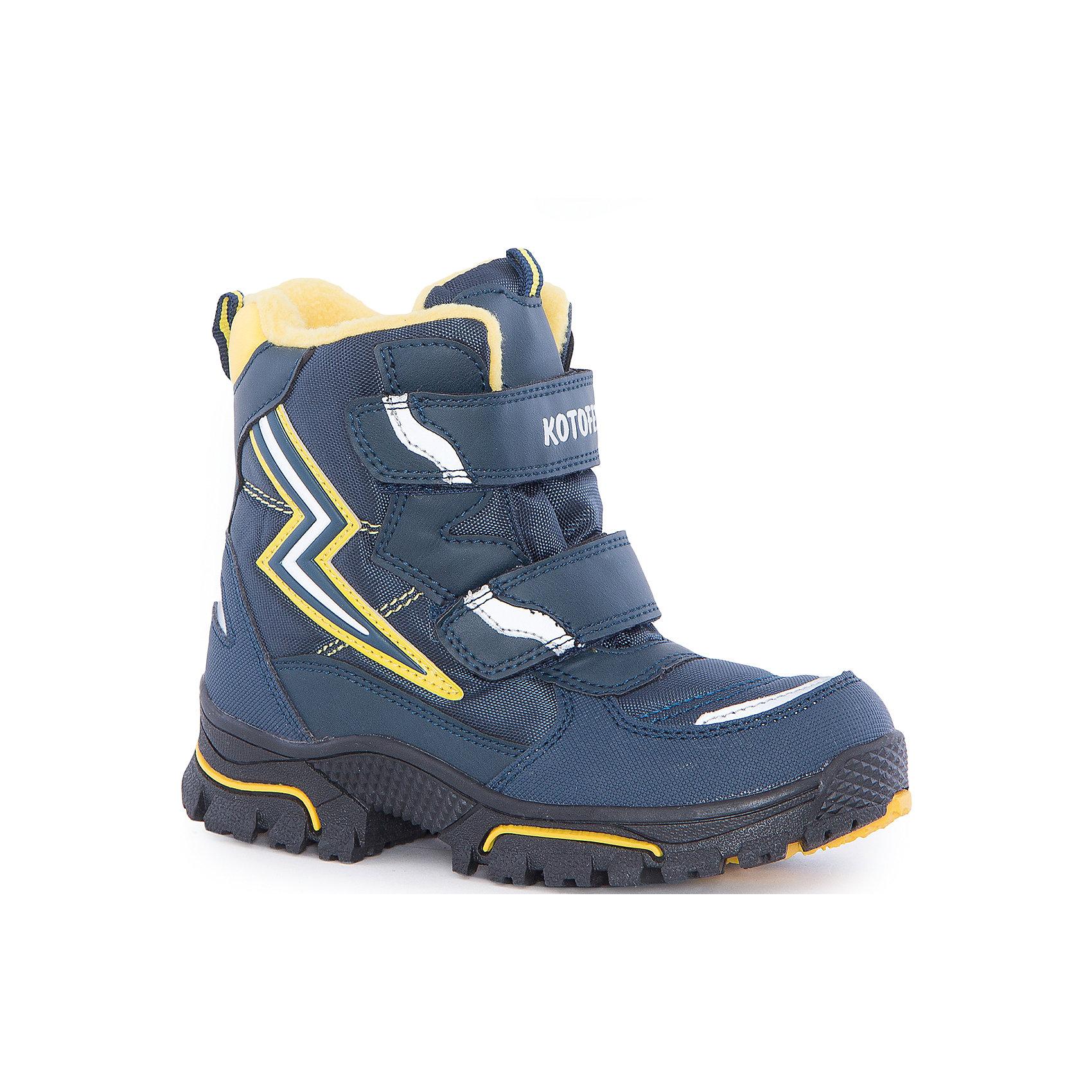 Ботинки  для мальчика КотофейБотинки<br>Ботинки  для мальчика Котофей.<br><br>Характеристики:<br><br>- Внешний материал: искусственная кожа, текстиль<br>- Внутренний материал: мех шерстяной<br>- Стелька: войлок<br>- Подошва: ТЭП<br>- Тип застежки: липучки<br>- Вид крепления обуви: литьевой<br>- Цвет: синий, желтый<br>- Сезон: зима<br>- Температурный режим: до -20 градусов<br>- Пол: для мальчиков<br><br>Ботинки торговой марки Котофей с нашивкой в виде молнии понравится абсолютно всем мальчикам! Они особенно хороши для активных прогулок. Верх выполнен из влагоотталкивающего текстиля и кожи. Подкладка - из натуральной шерсти, имеется дополнительная стелька из войлока, поэтому ножке в такой обуви тепло и уютно. Между материалами верха и подклада вшит специальный мембранный материал, отталкивающий влагу, но позволяющий ногам дышать. Гибкая, широкая, литьевая подошва с рельефным протектором обеспечит превосходное сцепление с поверхностью, не скользит. Она выполнена из термоэластопласта (ТЭП) – пластичного материала, отлично амортизирующего при шаге и не теряющего своих свойств при понижении температур. Два ремня с липучкой позволяют не только быстро обувать и снимать ботинки, но и обеспечивают плотное прилегание обуви к стопе. Детская обувь «Котофей» качественна, красива, добротна, комфортна и долговечна. Она производится на Егорьевской обувной фабрике. Жесткий контроль производства и постоянное совершенствование технологий при многолетнем опыте позволяют считать компанию одним из лидеров среди отечественных производителей детской обуви.<br><br>Ботинки  для мальчика Котофей можно купить в нашем интернет-магазине.<br><br>Ширина мм: 262<br>Глубина мм: 176<br>Высота мм: 97<br>Вес г: 427<br>Цвет: разноцветный<br>Возраст от месяцев: 72<br>Возраст до месяцев: 84<br>Пол: Мужской<br>Возраст: Детский<br>Размер: 30,26,27,28,29<br>SKU: 5086812