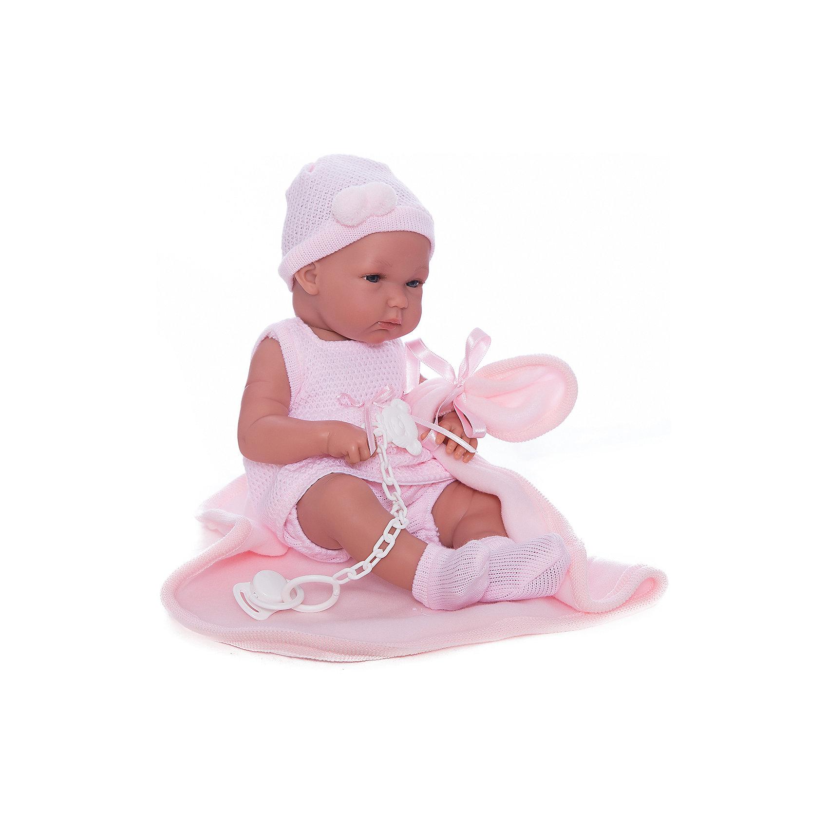 Кукла Бимбас одеялом, 35 см, LlorensХарактеристики:<br><br>• Предназначение: для сюжетно-ролевых игр<br>• Тип куклы: мягконабивная<br>• Пол куклы: девочка <br>• Волосы: прорисованные<br>• Материал: поливинилхлорид, пластик, текстиль<br>• Цвет: розовый<br>• Высота куклы: 35 см<br>• Комплектация: кукла, платье, чепчик, носочки, одеяло<br>• Вес: 1 кг 200 г<br>• Размеры упаковки (Д*В*Ш): 22*44*10 см<br>• Упаковка: подарочная картонная коробка <br>• Особенности ухода: допускается деликатная стирка без использования красящих и отбеливающих средств предметов одежды куклы<br><br>Кукла Бимба 35 см с одеялом – пупс, производителем которого является всемирно известный испанский кукольный бренд Llorens. Куклы этой торговой марки имеют свою неповторимую внешность и целую линейку образов как пупсов, так и кукол-малышей. Игрушки выполнены из сочетания поливинилхлорида и пластика, что позволяет с высокой долей достоверности воссоздать физиологические и мимические особенности маленьких детей. При изготовлении кукол Llorens используются только сертифицированные материалы, безопасные и не вызывающие аллергических реакций. Волосы у кукол-пупсов прорисованные; ручки и ножки двигаются.<br>Кукла Бимба 35 см с одеялом выполнена в образе очаровательной малышки: голубые глазки и пухлые щечки создают невероятно очаровательный и милый образ. В комплект одежды Бимбы входит розовое платьице без рукавов, чепчик и носочки. В наборе имеется одеяло-плед.<br>Кукла Бимба 35 см с одеялом – это идеальный вариант для подарка к различным праздникам и торжествам.<br><br>Куклу Бимбу 35 см с одеялом можно купить в нашем интернет-магазине.<br><br>Ширина мм: 22<br>Глубина мм: 44<br>Высота мм: 10<br>Вес г: 1200<br>Возраст от месяцев: 36<br>Возраст до месяцев: 84<br>Пол: Женский<br>Возраст: Детский<br>SKU: 5086926