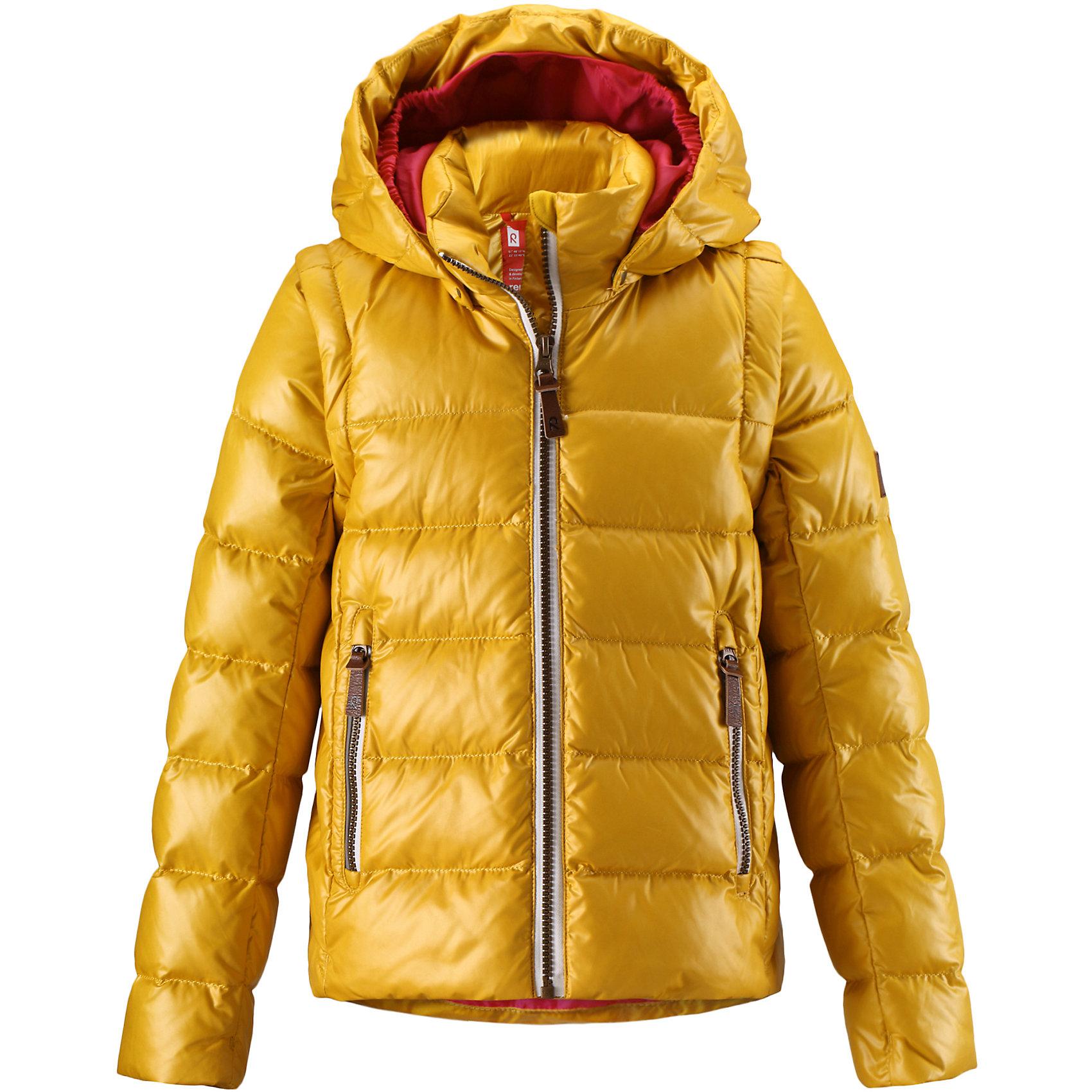 Куртка Sneak для девочки ReimaОдежда<br>Куртка для девочки от финского бренда Reima.<br>Пуховая куртка для подростков. Водоотталкивающий, ветронепроницаемый, «дышащий» и грязеотталкивающий материал. Крой для девочек. Гладкая подкладка из полиэстра. В качестве утеплителя использованы пух и перо (60%/40%). Безопасный, съемный капюшон. Эластичные манжеты. Отстегивающиеся рукава на молнии. Эластичная кромка подола. Два кармана на молнии. Безопасные светоотражающие детали.<br>Рекомендация по уходу:<br>Стирать по отдельности, вывернув наизнанку. Застегнуть молнии и липучки. Стирать моющим средством, не содержащим отбеливающие вещества. Полоскать без специального средства. Во избежание изменения цвета изделие необходимо вынуть из стиральной машинки незамедлительно после окончания программы стирки. Барабанное сушение при низкой температуре с 3 теннисными мячиками. Выверните изделие наизнанку в середине сушки.<br>Состав:<br>100% ПЭ<br><br>Ширина мм: 356<br>Глубина мм: 10<br>Высота мм: 245<br>Вес г: 519<br>Цвет: желтый<br>Возраст от месяцев: 84<br>Возраст до месяцев: 96<br>Пол: Женский<br>Возраст: Детский<br>Размер: 128,164,140<br>SKU: 5087158