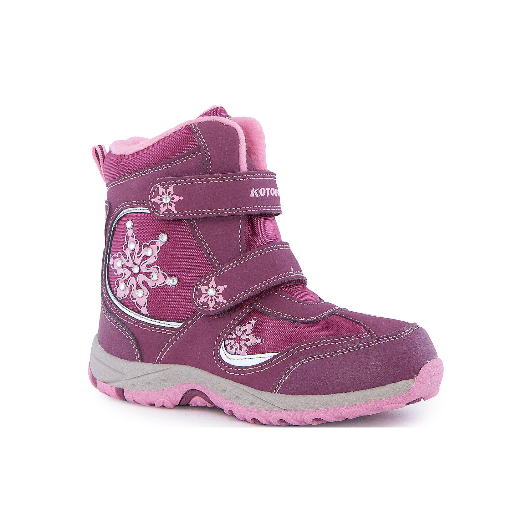 Ботинки  для девочки КотофейБотинки<br>Ботинки  для девочки Котофей.<br><br>Характеристики:<br><br>- Внешний материал: искусственная кожа, текстиль<br>- Внутренний материал: мех шерстяной<br>- Материал стельки: войлок<br>- Подошва: ТЭП<br>- Тип застежки: липучки<br>- Вид крепления обуви: клеевой<br>- Цвет: бордовый, розовый<br>- Сезон: зима<br>- Температурный режим: от +5 до -20 градусов<br>- Пол: для девочек<br><br>Зимние ботинки торговой марки Котофей, декорированные снежинками и стразами, обеспечат вашей девочки максимальный комфорт. Материал верха комбинирован из влагоотталкивающего текстиля и кожи. Подкладка - из натуральной шерсти, имеется дополнительная стелька из войлока, поэтому ножке в такой обуви тепло и уютно. Между материалами верха и подклада вшит специальный мембранный материал, отталкивающий влагу, но позволяющий ногам дышать. Язычок ботинка вшит по бокам практически до самого верха, тем самым предотвращая попадание снега и воды внутрь. Гибкая, широкая, двухцветная подошва с рельефным протектором обеспечит превосходное сцепление с поверхностью, не скользит. Она выполнена из термоэластопласта (ТЭП) – пластичного материала, отлично амортизирующего при шаге и не теряющего своих свойств при понижении температур. Два ремня с липучками позволяют не только быстро обувать и снимать ботинки, но и обеспечивают плотное прилегание обуви к стопе. Детская обувь «Котофей» качественна, красива, добротна, комфортна и долговечна. Она производится на Егорьевской обувной фабрике. Жесткий контроль производства и постоянное совершенствование технологий при многолетнем опыте позволяют считать компанию одним из лидеров среди отечественных производителей детской обуви.<br><br>Ботинки  для девочки Котофей можно купить в нашем интернет-магазине.<br><br>Ширина мм: 262<br>Глубина мм: 176<br>Высота мм: 97<br>Вес г: 427<br>Цвет: разноцветный<br>Возраст от месяцев: 84<br>Возраст до месяцев: 96<br>Пол: Женский<br>Возраст: Детский<br>Размер: 31,37,32,33,34,35,36<br>SKU: 5087288
