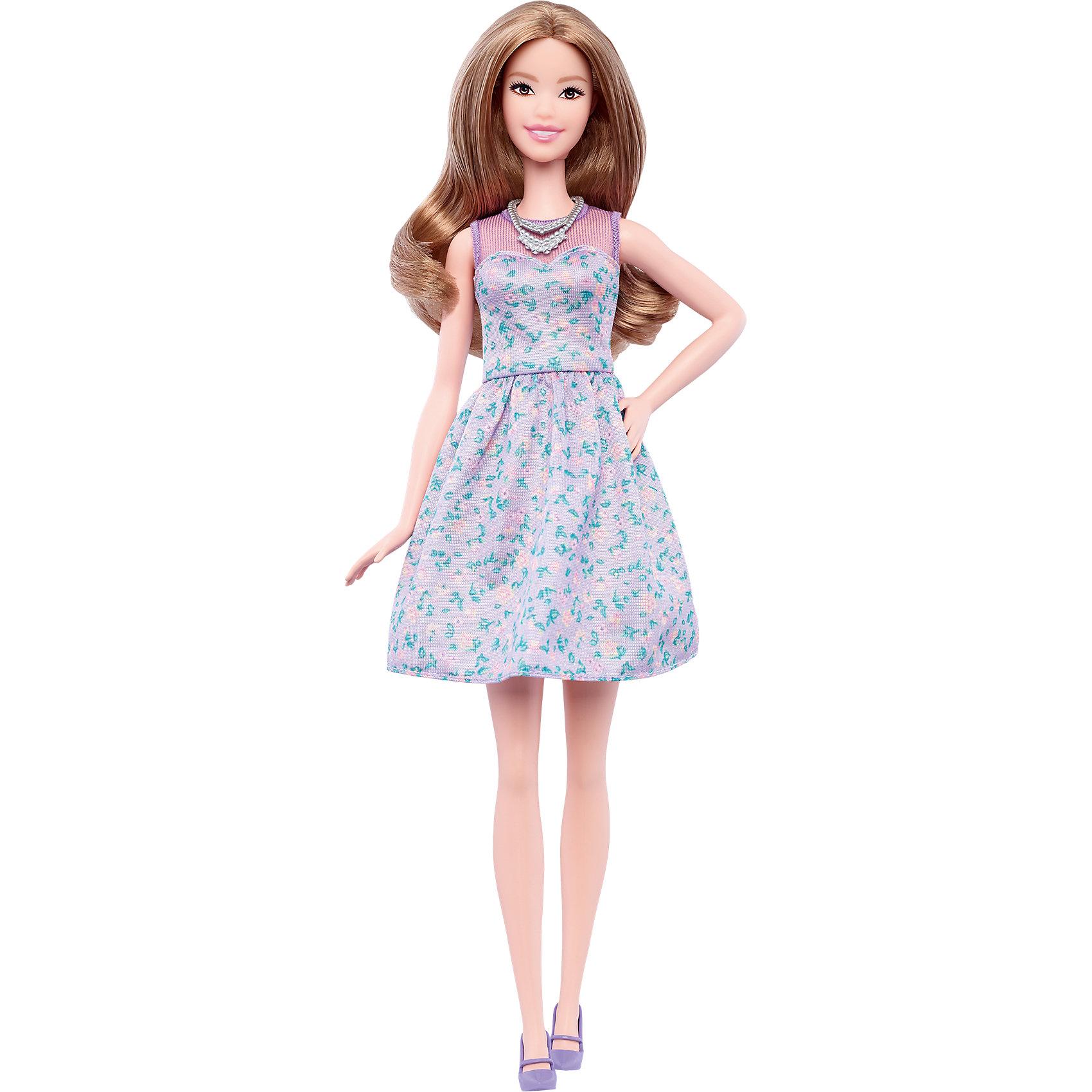 Кукла из серии Игра с модой Lovely in Lilac, BarbieBarbie<br>Характеристики товара:<br><br>• комплектация: кукла, одежда<br>• материал: пластик, текстиль<br>• серия: Barbie игра с модой<br>• руки, ноги гнутся<br>• высота куклы: 28 см<br>• возраст: от трех лет<br>• размер упаковки: 33х12х5 см<br>• вес: 0,3 кг<br>• страна бренда: США<br><br>Невероятно модный образ изящной куклы порадует маленьких любительниц стильных и необычных нарядов. Стильную одежду дополняет обувь и аксессуары. Длинные волосы позволяют делать разнообразные прически! Барби из серии Игра с модой станет великолепным подарком для девочек, которые следят за модными тенденциями.<br><br>Такие куклы помогают развить у девочек вкус и чувство стиля, отработать сценарии поведения в обществе, развить воображение и мелкую моторику. Барби от бренда Mattel не перестает быть популярной! <br><br>Куклу Барби Lovely in Lilac из серии «Barbie и Игра с Модой» от компании Mattel можно купить в нашем интернет-магазине.<br><br>Ширина мм: 328<br>Глубина мм: 114<br>Высота мм: 58<br>Вес г: 184<br>Возраст от месяцев: 36<br>Возраст до месяцев: 72<br>Пол: Женский<br>Возраст: Детский<br>SKU: 5089083