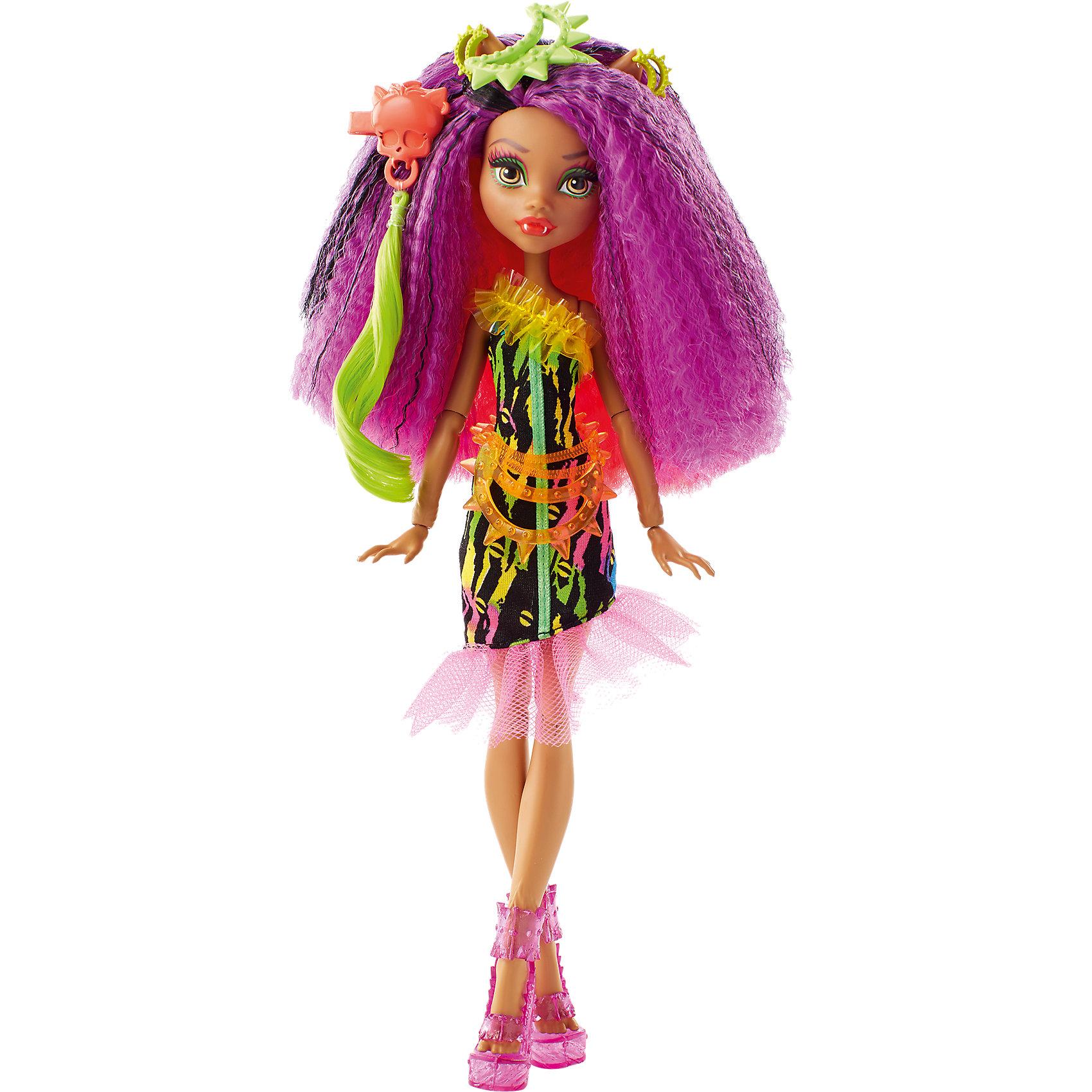 Монстряшка Клодин Вульф из серии Под напряжением, Monster HighХарактеристики товара:<br><br>• комплектация: кукла, аксессуары<br>• материал: пластик, текстиль<br>• серия: Под напряжением<br>• руки, ноги гнутся<br>• высота куклы: 28 см<br>• возраст: от трех лет<br>• размер упаковки: 20.3x32.4x6.4 см<br>• вес: 0,3 кг<br>• страна бренда: США<br><br>Такая современная кукла порадует маленьких любительниц мультфильмов про мир Monster High. Костюм героини мультфильма дополняет обувь и аксессуары. Руки и ноги гнутся! Кукла Твила из серии Под напряжением, Monster High, станет великолепным подарком для девочек.<br><br>Таки куклы помогают девочкам отработать сценарии поведения в обществе, развить воображение и мелкую моторику. Кукла от бренда Mattel не перестает быть популярной! <br><br>Куклу Монстряшка Клодин Вульф из серии Под напряжением, Monster High от компании Mattel можно купить в нашем интернет-магазине.<br><br>Ширина мм: 348<br>Глубина мм: 205<br>Высота мм: 71<br>Вес г: 239<br>Возраст от месяцев: 72<br>Возраст до месяцев: 120<br>Пол: Женский<br>Возраст: Детский<br>SKU: 5089102