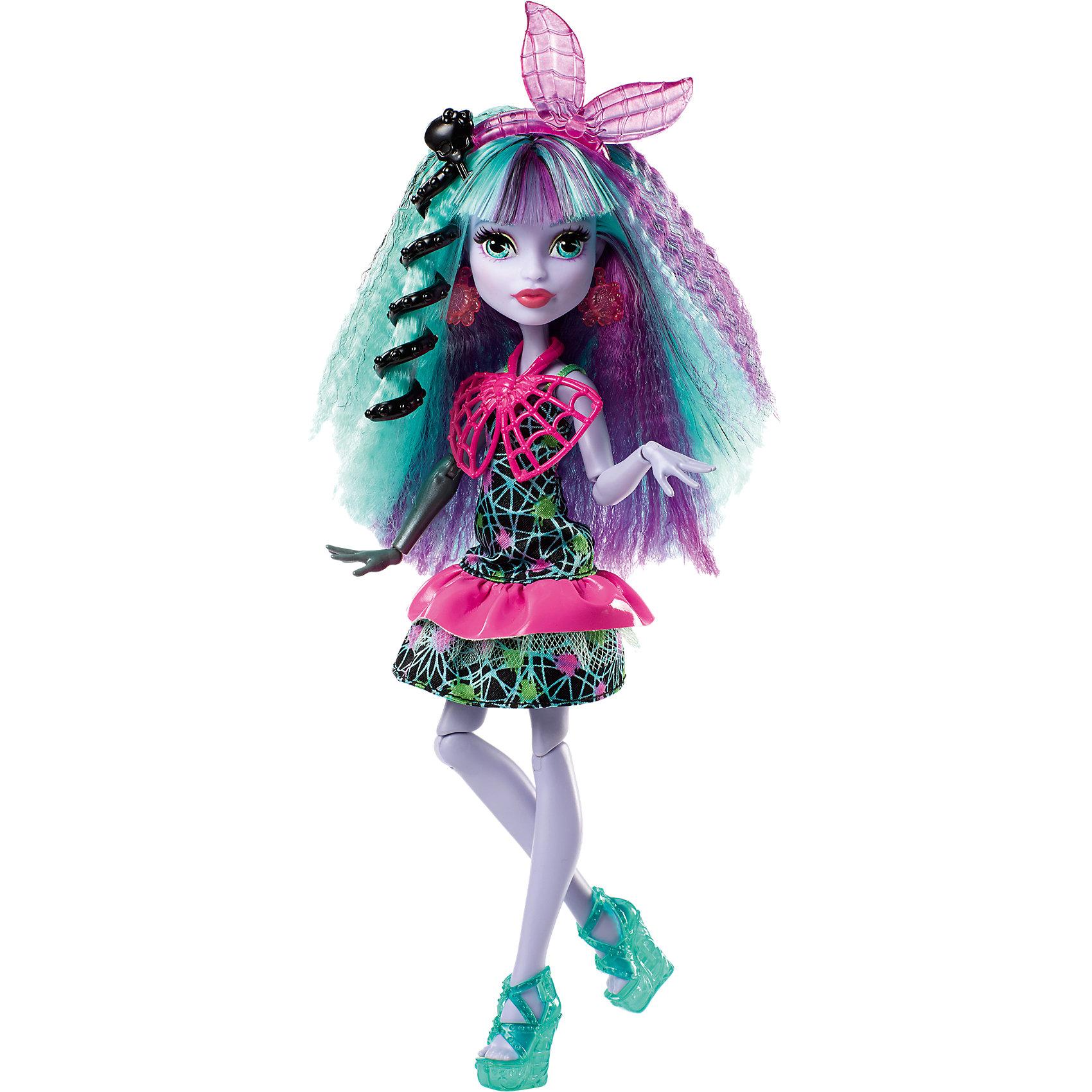 Монстряшка Твила из серии Под напряжением, Monster HighКуклы<br>Характеристики товара:<br><br>• комплектация: кукла, аксессуары<br>• материал: пластик, текстиль<br>• серия: Под напряжением<br>• руки, ноги гнутся<br>• высота куклы: 28 см<br>• возраст: от трех лет<br>• размер упаковки: 20.3x32.4x6.4 см<br>• вес: 0,3 кг<br>• страна бренда: США<br><br>Такая современная кукла порадует маленьких любительниц мультфильмов про мир Monster High. Костюм героини мультфильма дополняет обувь и аксессуары. Руки и ноги гнутся! Кукла Твила из серии Под напряжением, Monster High, станет великолепным подарком для девочек.<br><br>Таки куклы помогают девочкам отработать сценарии поведения в обществе, развить воображение и мелкую моторику. Кукла от бренда Mattel не перестает быть популярной! <br><br>Куклу Монстряшка Твила из серии Под напряжением, Monster High от компании Mattel можно купить в нашем интернет-магазине.<br><br>Ширина мм: 329<br>Глубина мм: 205<br>Высота мм: 66<br>Вес г: 235<br>Возраст от месяцев: 72<br>Возраст до месяцев: 120<br>Пол: Женский<br>Возраст: Детский<br>SKU: 5089103