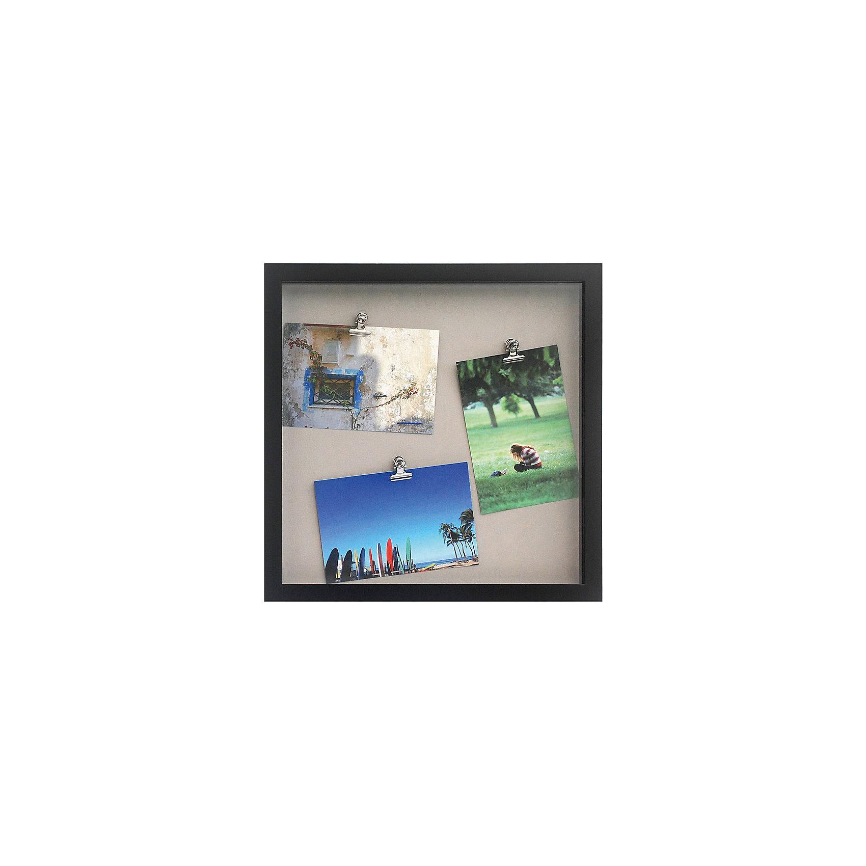 Фоторамка комбинированная чернаяПредметы интерьера<br>Характеристики:<br><br>• Предназначение: для оформления фотографий, вышивок, картин<br>• Пол: универсальный<br>• Материал: пластик, оргстекло, металл<br>• Цвет: черный<br>• Комплектация: рамка с 3-мя металлическими зажимами<br>• Размеры (Ш*Д*В): 45,8*45,8*3 см<br>• Вес в упаковке: 1 кг 160 г <br>• Упаковка: картонная коробка<br><br>Фоторамка комбинированная черная – это пластиковая фоторамка с подложкой от торговой марки Белоснежка, специализирующейся на товарах для творчества и рукоделия. Изделие изготовлено в виде рамки с тремя металлическими зажимами, благодаря которым можно легко комбинировать и группировать разные фотографии внутри самой рамки. С такой фоторамкой можно создать семейную историю из любимых фотографий или использовать ее для оформления вышивок, картин. Она имеет подвесное крепление, поэтому с помощью этой фоторамки можно оформить интерьер. Комбинированная фоторамка выполнена в классическом черном цвете, поэтому она может придать интерьеру экстравагантность и стиль. <br><br>Фоторамку комбинированную черную можно купить в нашем интернет-магазине.<br><br>Ширина мм: 330<br>Глубина мм: 330<br>Высота мм: 30<br>Вес г: 5790<br>Возраст от месяцев: 72<br>Возраст до месяцев: 144<br>Пол: Унисекс<br>Возраст: Детский<br>SKU: 5089798