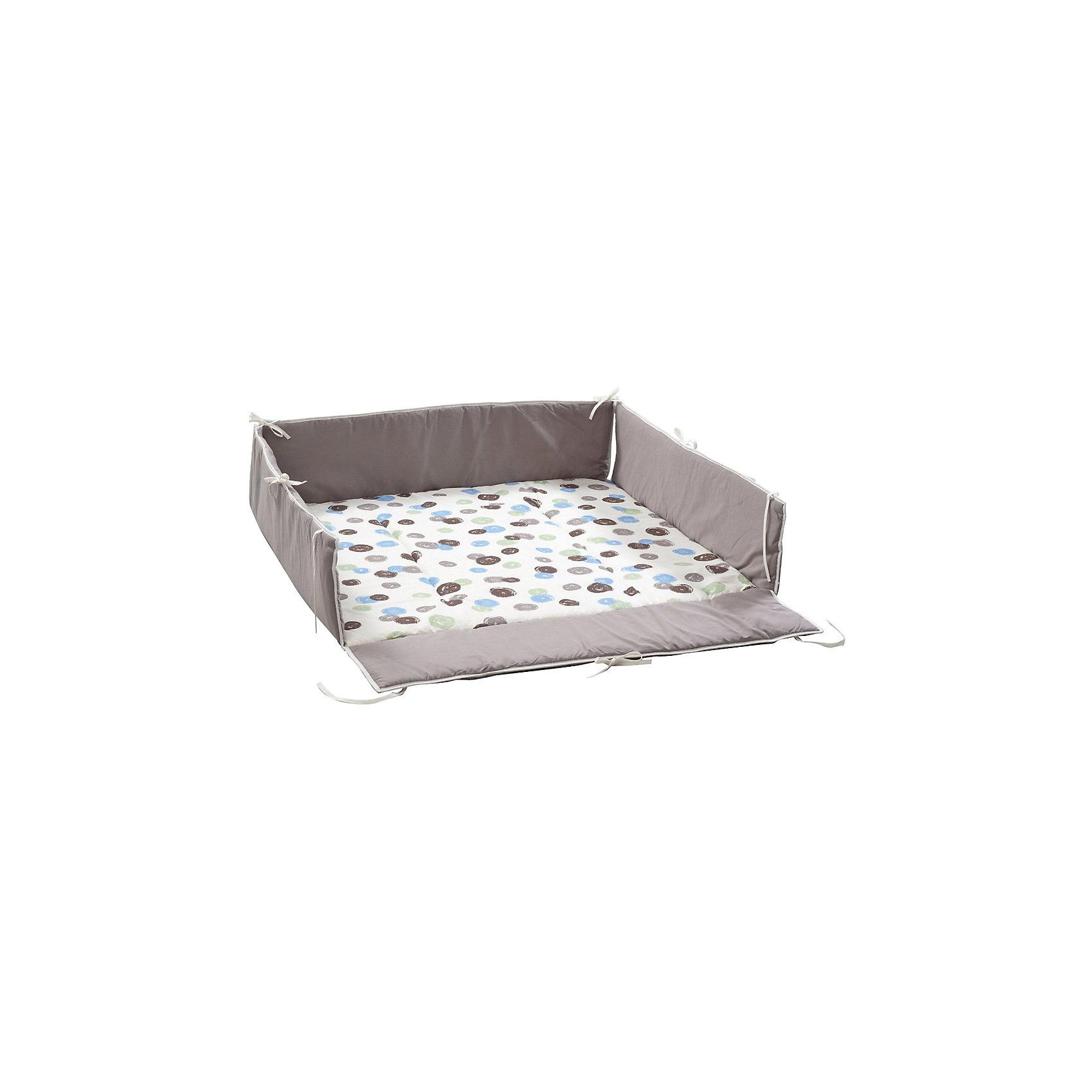 Бампер, простыня для кровати-манеж Lucilee, GeutherПостельное бельё<br>Бампер, простыня для кровати-манеж Lucilee, Geuther<br><br>Характеристики:<br>- Материал: хлопок<br>- Наполнитель: полиэстер<br>- Машинная стирка: доступна<br>- Размер: 120 * 33 * 60 см.<br>- Вес: 1 кг.<br>Бампер, простыня для кровати-манеж Lucilee от немецкого бренда, Geuther (Гётер) станет отличным дополнением к вашему манежу, обеспечит мягкость и уют малыша во время игры и сна, а также защитит от сквозняков. Симпатичный дизайн с деталями зеленого, синего и коричневого цветов подойдет как мальчикам, так и девочкам. Нейтральный фон будет хорошо смотреться в любом интерьере комнаты ребенка. Созданный специально для манежа Lucilee (Люсиль), бампер идеально заполняет всю поверхность и фиксируется надежными завязками. Отличное немецкое качество бампера обеспечит необходимую заботу о крохе.<br><br>Бампер, простыня для кровати-манеж Lucilee, Geuther (Гётер) можно купить в нашем интернет-магазине.<br>Подробнее:<br>• Для детей в возрасте: от 0 до 24 месяцев <br>• Номер товара: 5089869<br>Страна производитель: Германия<br><br>Ширина мм: 200<br>Глубина мм: 1060<br>Высота мм: 900<br>Вес г: 1400<br>Возраст от месяцев: 0<br>Возраст до месяцев: 24<br>Пол: Унисекс<br>Возраст: Детский<br>SKU: 5089869