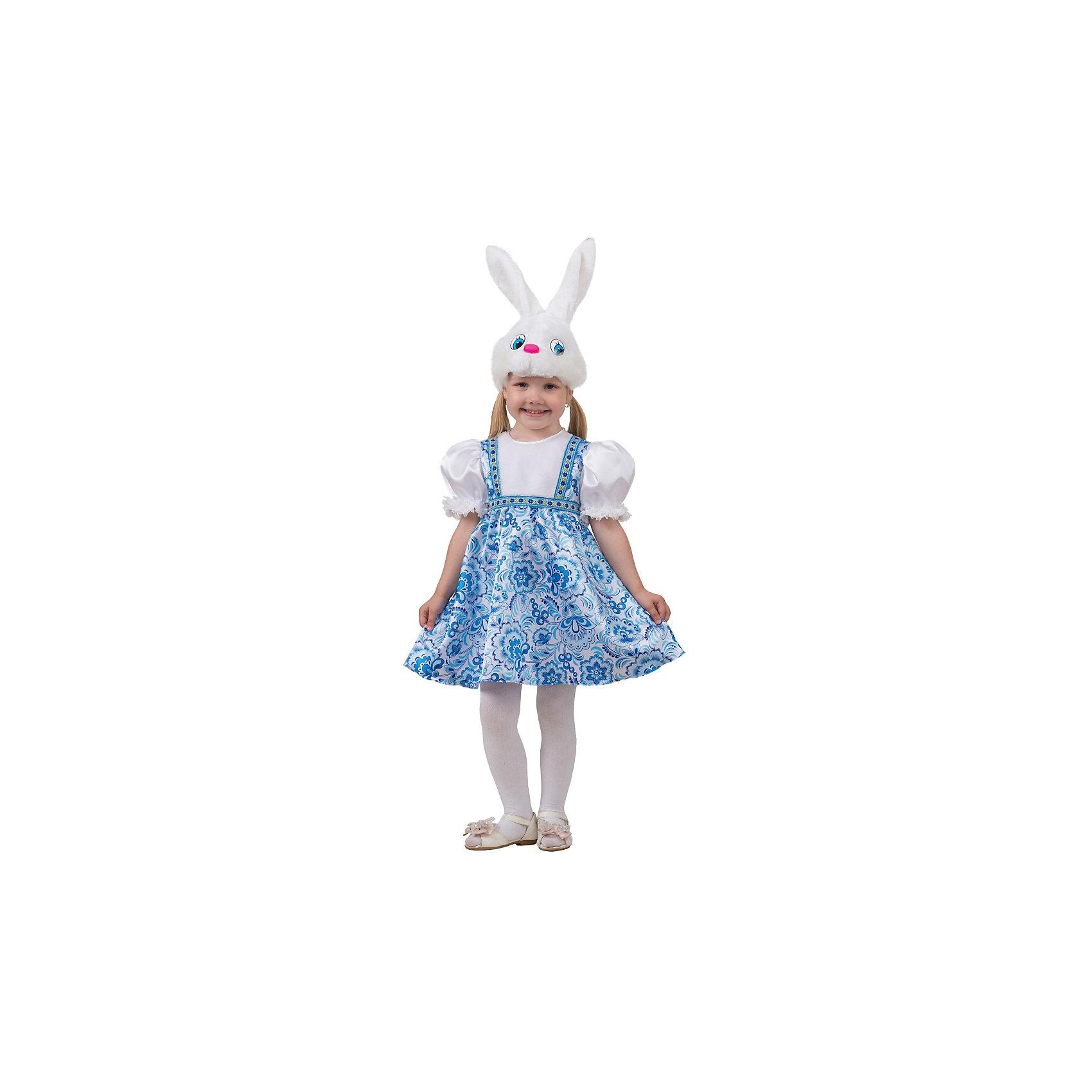 Карнавальный костюм Зайка Симка (сатин), БатикКарнавальный костюм Зайка Симка (сатин), Батик<br><br>Характеристики:<br><br>• Материал: 100% полиэстер.<br>• Цвет: белый, голубой.<br><br>В комплекте:<br><br>• сарафан;<br>• шапка – маска.<br><br><br>Карнавальный костюм для девочек «Зайка Симка» выполнен в  русском стиле из текстильной ткани и качественного искусственного меха. В комплект наряда входит сарафан, выполненный в эксклюзивных принтах в виде гжель. Сарафан приятного голубого цвета, украшен белоснежной меховой вставкой, что дополняет образ. Рукава сарафана выполнены в виде фонариков белого цвета, манжеты выполнены из кружева. Завершает образ Зайки Симки конечно же маска в виде мордочки зайчишки из белоснежного меха. В таком карнавальном костюме, «Зайка Симка»,  ваша девочка получит максимальное удовольствие от праздника и подарит радость окружающим!<br><br>Карнавальный костюм Зайка Симка, Батик можно купить в нашем интернет – магазине.<br><br>Ширина мм: 500<br>Глубина мм: 50<br>Высота мм: 700<br>Вес г: 600<br>Цвет: разноцветный<br>Возраст от месяцев: 36<br>Возраст до месяцев: 48<br>Пол: Женский<br>Возраст: Детский<br>Размер: 26,28<br>SKU: 5092559