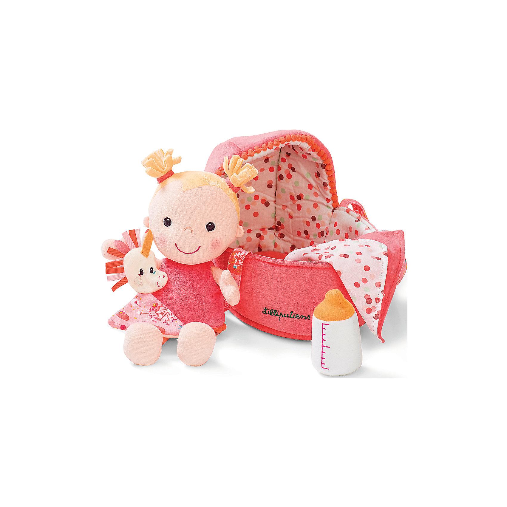 Мягкая куколка в переноске с игрушкой, LilliputiensИгрушки для малышей<br>Характеристики товара:<br><br>- цвет: разноцветный;<br>- материал: текстиль, полиэстр, хлопок;<br>- габариты: 18,5x8,5x27 см;<br>- вес: 540 г;<br>- комплектация: кукла, аксессуары;<br>- возраст от: 1 года.<br><br>Дочки–матери – любимая игра всех малышек. Текстильные куклы – приятное и веселое развлечение. Куколка в переноске – сочетание традиционного пупса и модной тряпичной игрушки. Подходит как для одиночной игры, так и для игры в кругу друзей. Прививает малышке чувство ответственности и развивает социальные навыки. Материалы, использованные при изготовлении изделия, абсолютно безопасны и полностью отвечают международным требованиям по качеству детских товаров.<br><br>Игрушку Мягкая куколка в переноске с игрушкой от бренда Liliputiens можно купить в нашем интернет-магазине.<br><br>Ширина мм: 30<br>Глубина мм: 20<br>Высота мм: 20<br>Вес г: 530<br>Возраст от месяцев: 9<br>Возраст до месяцев: 2147483647<br>Пол: Женский<br>Возраст: Детский<br>SKU: 5097374