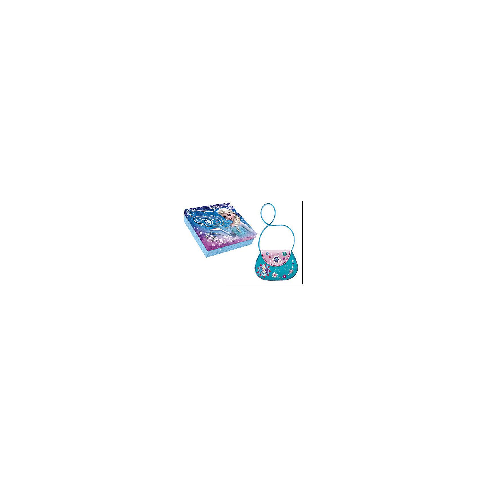 Подарочный набор Шьем сумку из EVA Эльза, Холодное сердцеИзготовлено из пластмассы (в т.ч. вспененной и с клеевым слоем), с элементами из текстильных материалов, металла (магнита) Детали из EVA, шнурок, страза, пайетки, нитки, безопасная иголка, магнитный замок<br><br>Ширина мм: 180<br>Глубина мм: 40<br>Высота мм: 180<br>Вес г: 100<br>Возраст от месяцев: 60<br>Возраст до месяцев: 96<br>Пол: Женский<br>Возраст: Детский<br>SKU: 5101011