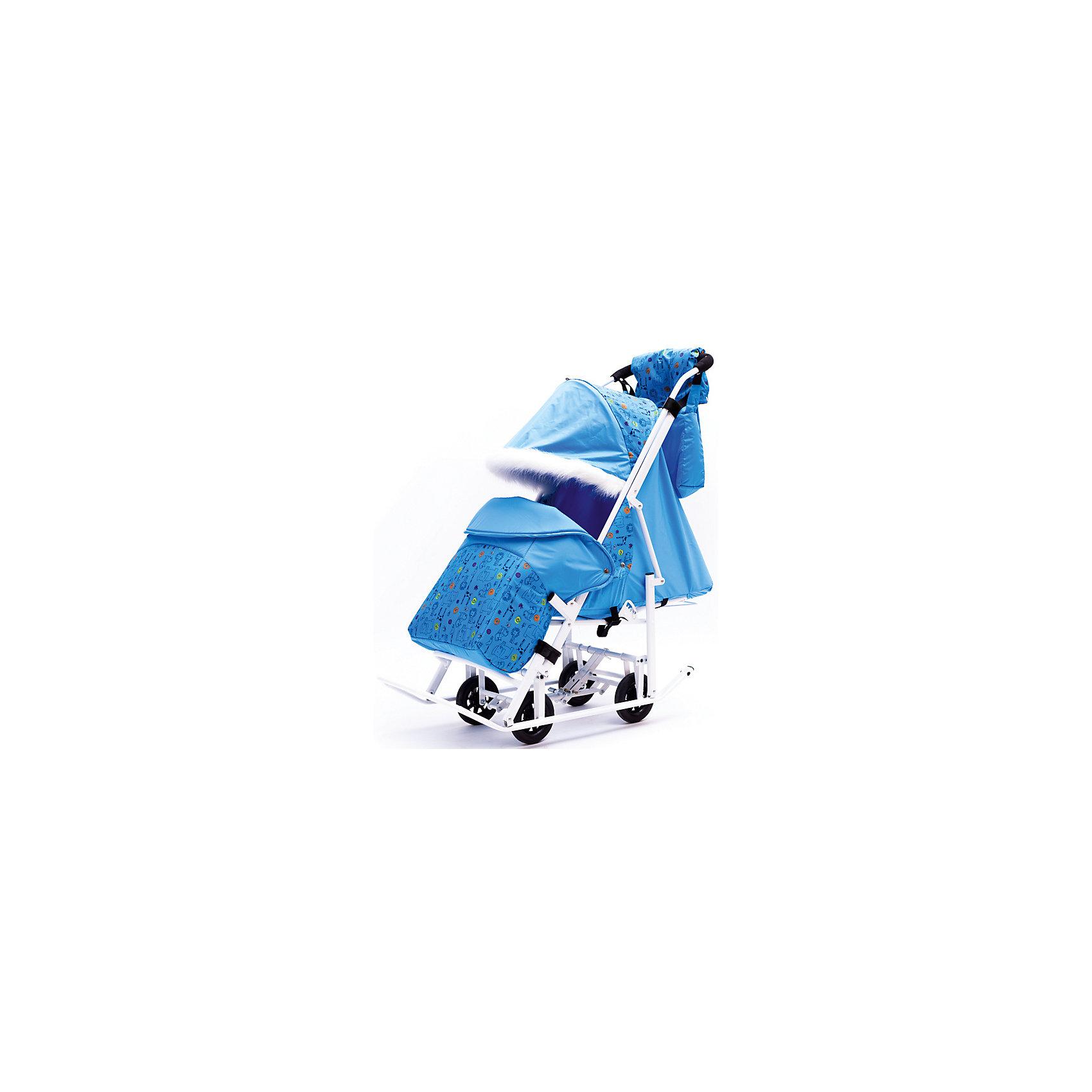 Санки-коляска Зимняя Сказка 5М Люкс, белая рама, ABC Academy, голубой/зоопаркСанки-коляска Зимняя Сказка 5М Люкс, ABC Academy.<br><br>Характеристики детских санок-коляски ABC Academy с колесами:<br><br>• тип управления: толкать перед собой;<br>• полозья средней ширины дополнены большими выкатными колесиками, 4 основных + 2 дополнительных;<br>• перекидная ручка коляски с мягкой накладкой не регулируется по высоте;<br>• регулируемый наклон спинки: 3 положения вплоть до горизонтального;<br>• имеется подножка;<br>• регулируемый капюшон с меховой отделкой, практически полностью опускается;<br>• наличие 5-ти точечных ремней безопасности;<br>• тип складывания: книжка;<br>• температурный режим: до -20 С;<br>• стояночный тормоз отсутствует;<br>• материал: сталь, горнолыжная ткань Dewspo;<br>• ширина сиденья: 34 см;<br>• длина сиденья: 26 см;<br>• размер спинки: 44х34 см;<br>• размер спального места: 70х34 см;<br>• размер санок-коляски в разложенном виде, ДхШхВ: 115х44х100 см;<br>• размер упаковки: 120х45х20 см;<br>• вес санок-коляски: 9 кг.<br><br>В санках используется ткань Dewspo- относится к облегчённым курточным и плащёвым материалам. Мех декоративный. Санками можно пользоваться до -20 градусов.<br><br>Удобное транспортное средство для зимних прогулок с малышом, возраст которого находится в пределах от 8 месяцев до 4-х лет, - это санки-коляска на полозьях, которые можно толкать перед собой. Коляска оснащены выкатными колесами большого диаметра, которые можно убрать внутрь конструкции рамы. Ручка коляски цельная, не регулируется по высоте. Перекидная ручка коляски позволяет менять направление движения, не вынимая ребенка из прогулочного блока. <br><br>Коляска с полозьями компактно складывается по типу книжки. Дополнительные аксессуары предусмотрены для создания благоприятных условий для малыша на прогулке: утепленный чехол укутывает ножки малыша и доходит почти по пояса крохи. Для мамы в комплекте имеется сумка и муфта.<br><br>Комплектация:<br><br>• санки-коляска «Зимняя 