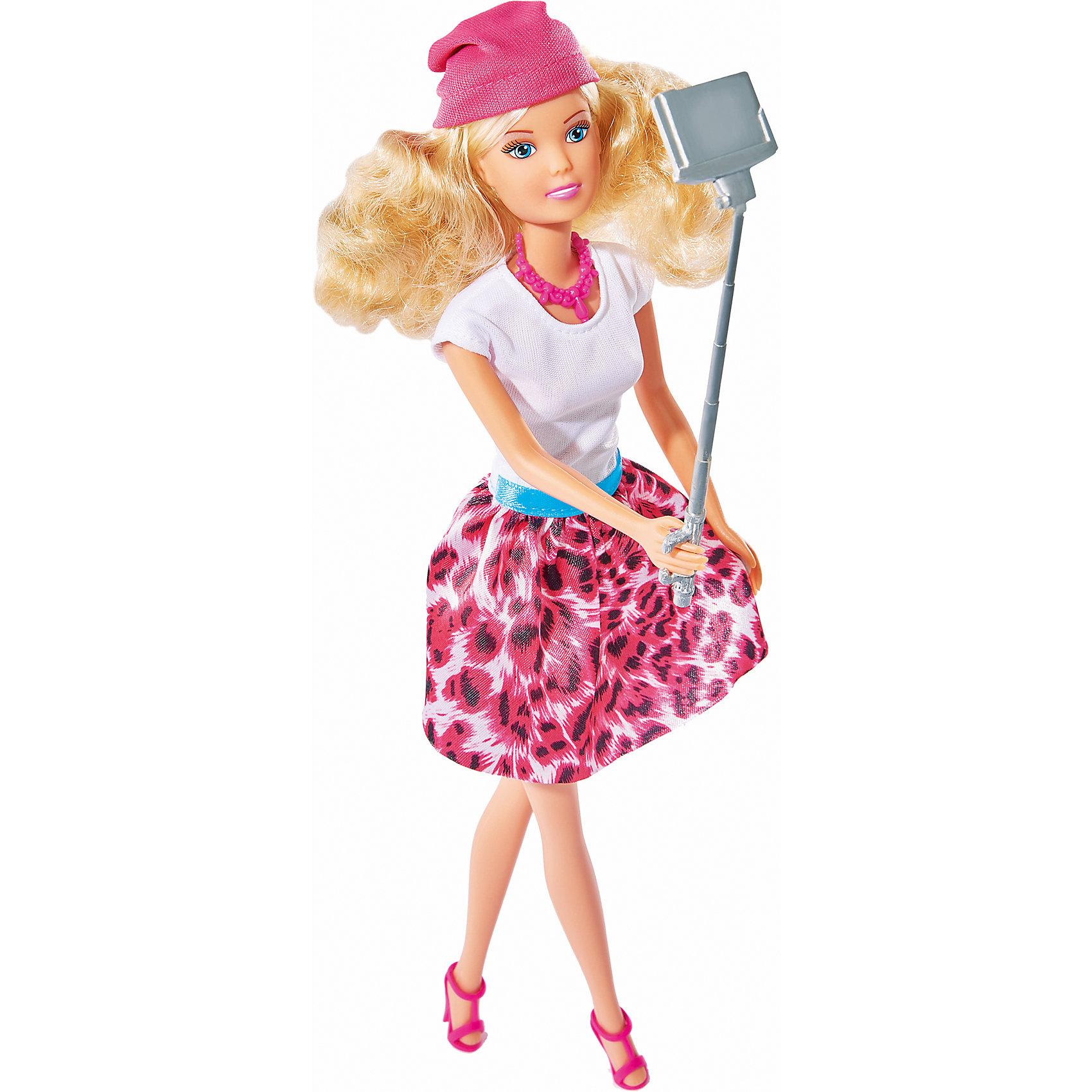 Кукла Штеффи с селфи палкой, 29 см, SimbaSteffi и Evi Love<br>Характеристики товара:<br><br>- цвет: разноцветный;<br>- материал: пластик;<br>- возраст: от трех лет;<br>- комплектация: кукла, аксессуары;<br>- высота куклы: 29 см.<br><br>Эта симпатичная кукла Штеффи от известного бренда не оставит девочку равнодушной! Какая девочка сможет отказаться поиграть с куклами, которые дополнены набором в виде палки для селфи и фотоаппарата?! В набор входит одежда для куклы. Игрушка очень качественно выполнена, поэтому она станет замечательным подарком ребенку. <br>Продается набор в красивой удобной упаковке. Игры с куклами помогают девочкам развить важные навыки и отработать модели социального взаимодействия. Изделие произведено из высококачественного материала, безопасного для детей.<br><br>Куклу Штеффи с селфи палкой, 29 см, от бренда Simba можно купить в нашем интернет-магазине.<br><br>Ширина мм: 45<br>Глубина мм: 325<br>Высота мм: 95<br>Вес г: 100<br>Возраст от месяцев: 36<br>Возраст до месяцев: 120<br>Пол: Женский<br>Возраст: Детский<br>SKU: 5119529