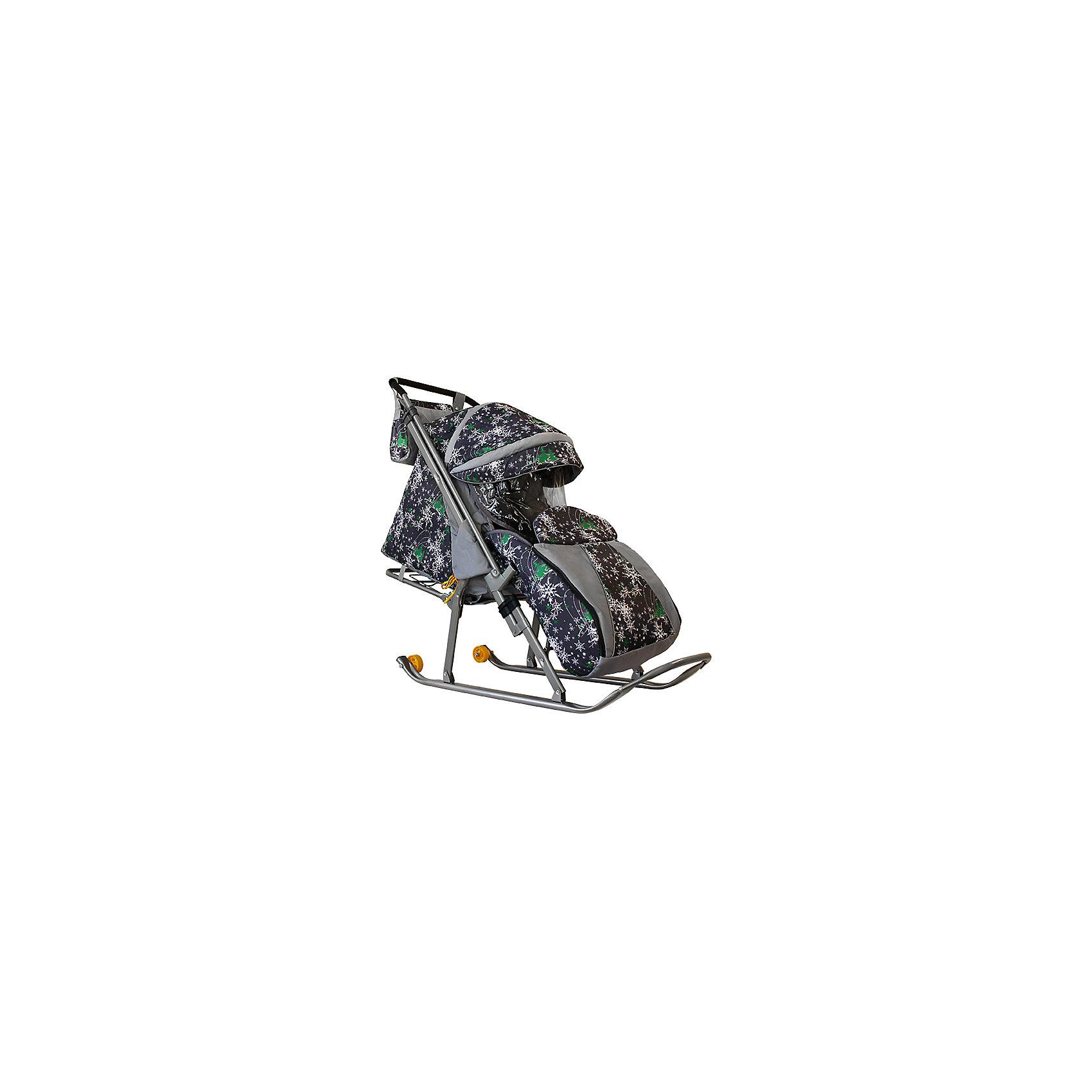 Санки-коляска Галактика. Скандинавия, Galaxy, елки на серомХарактеристики:<br><br>• Наименование: санки-коляска<br>• Сезон: зима<br>• Пол: универсальный<br>• Материал: металл, пластик, текстиль<br>• Цвет: серый, зеленый, белый<br>• Наличие 2-х маленьких колесиков<br>• Наличие перекидной ручки<br>• Наличие ремней безопасности<br>• Максимально допустимый вес: 50 кг<br>• Размеры (Д*Ш*В): 94*36*104 см<br>• Вес: 6 кг 500 г<br>• Спинка регулируемая<br><br>Санки-коляска Галактика. Скандинавия, Galaxy, елки на сером предназначены для зимних прогулок с ребенком по разным видам дорожной поверхности. Санки оснащены полозьями и дополнительно маленькими колесиками, которые позволяют без труда преодолеть незаснеженные участки дороги. Чехлы, выполненые из непродуваемого и непромокаемого материала, обеспечат клмфортные прогулки даже в самую непогоду, а регулируемая по высоте спинка позволит не прерывать прогулку, даже если малыш заснул. Санки-коляска оснащены ремнями безопасности, ручка перекидывается, что делает их удобными не только для ребенка, но и для мамы. <br><br>Санки-коляска Галактика. Скандинавия, Galaxy, елки на сером, можно купить в нашем интернет-магазине.<br><br>Ширина мм: 1090<br>Глубина мм: 445<br>Высота мм: 1060<br>Вес г: 11300<br>Возраст от месяцев: 6<br>Возраст до месяцев: 36<br>Пол: Унисекс<br>Возраст: Детский<br>SKU: 5120630