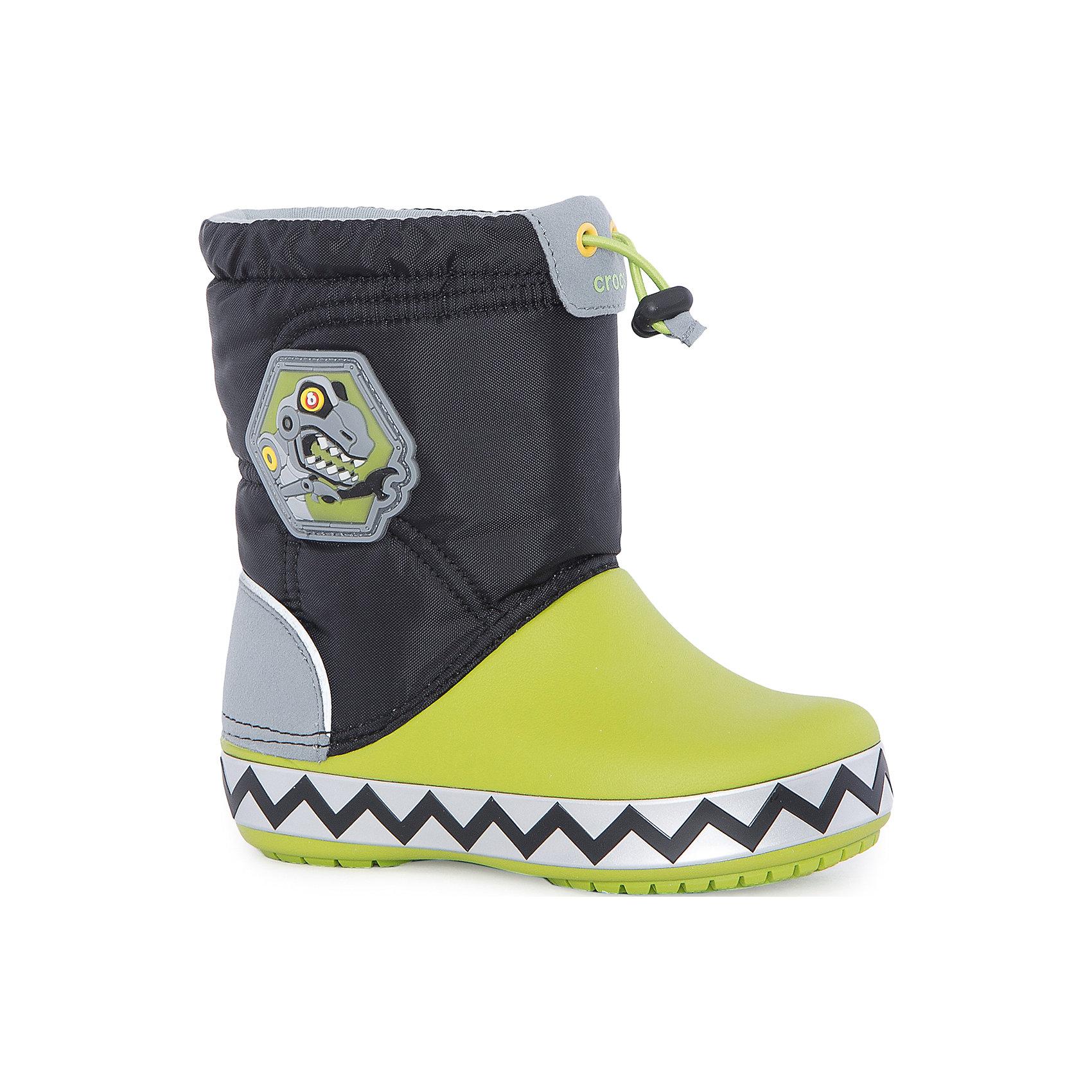 Сапоги Kids' CrocsLights LodgePoint RoboSaur Boot для мальчика CROCSСноубутсы<br>Характеристики товара:<br><br>• цвет: черный/зеленый<br>• материал: верх - текстиль, низ -100% полимер Croslite™<br>• материал подкладки: текстиль<br>• встроенные светодиоды<br>• запас энергии элементов питания примерно 350 тыс. шагов<br>• непромокаемая носочная часть<br>• температурный режим: от -15° до +10° С<br>• легко очищаются<br>• антискользящая подошва<br>• застежка: шнурок со стоппером<br>• толстая устойчивая подошва<br>• страна бренда: США<br>• страна изготовитель: Китай<br><br>Сапоги могут быть и стильными, и теплыми! Для детской обуви крайне важно, чтобы она была удобной. Такие сапоги обеспечивают детям необходимый комфорт, а теплая подкладка создает особый микроклимат. Сапоги легко надеваются и снимаются, отлично сидят на ноге. Материал, из которого они сделаны, не дает размножаться бактериям, поэтому такая обувь препятствует образованию неприятного запаха и появлению болезней стоп. Данная модель особенно понравится детям - ведь в подошве встроены мигающие светодиоды!<br>Обувь от американского бренда Crocs в данный момент завоевала широкую популярность во всем мире, и это не удивительно - ведь она невероятно удобна. Её носят врачи, спортсмены, звёзды шоу-бизнеса, люди, которым много времени приходится бывать на ногах - они понимают, как важна комфортная обувь. Продукция Crocs - это качественные товары, созданные с применением новейших технологий. Обувь отличается стильным дизайном и продуманной конструкцией. Изделие производится из качественных и проверенных материалов, которые безопасны для детей.<br><br>Сапоги для мальчика от торговой марки Crocs можно купить в нашем интернет-магазине.<br><br>Ширина мм: 257<br>Глубина мм: 180<br>Высота мм: 130<br>Вес г: 420<br>Цвет: черный<br>Возраст от месяцев: 18<br>Возраст до месяцев: 21<br>Пол: Мужской<br>Возраст: Детский<br>Размер: 23,34/35,29,30,24,25,26,31/32,27,28,33/34<br>SKU: 5121987
