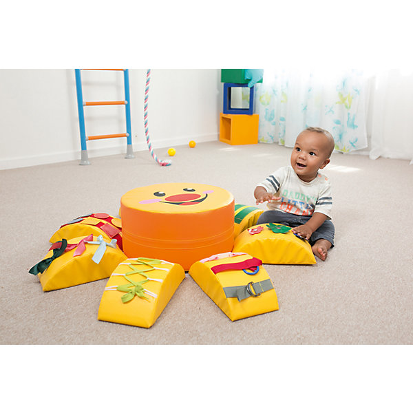Развивающая игрушка Солнышко, ROMANAРазвивающие центры<br>Развивающая игрушка Солнышко, ROMANA<br><br>Характеристики:<br><br>• Материал внешнего слоя: кожзаменитель<br>• Наполнитель: поролон<br>• Размер комплекса: 80х80х20 см<br>• Цвет: желтый<br>• Возраст: от 18 месяцев до 3 лет<br><br>Развивающая игрушка «Солнышко» - это непросто игрушка для ребенка, это целый игровой комплекс. Центр комплекса (солнышко) – это мягкий пуфик, который выдерживает нагрузку до 50кг. Комплекс очень крепкий, устойчивый к царапинам, деформации. Легко моется и не выцветает со временем. Яркие цвета солнышка и его деталей привлекают малыша. Такая игрушка развивает моторику, вестибулярный аппарат, выносливость, ловкость и многое другое. Каждый лучик – это отдельный тренажер, который помогает ребенку изучить что-то новое.<br> <br>Развивающая игрушка Солнышко, ROMANA можно купить в нашем интернет-магазине.<br><br>Ширина мм: 800<br>Глубина мм: 800<br>Высота мм: 200<br>Вес г: 1500<br>Возраст от месяцев: 216<br>Возраст до месяцев: 36<br>Пол: Унисекс<br>Возраст: Детский<br>SKU: 5129360