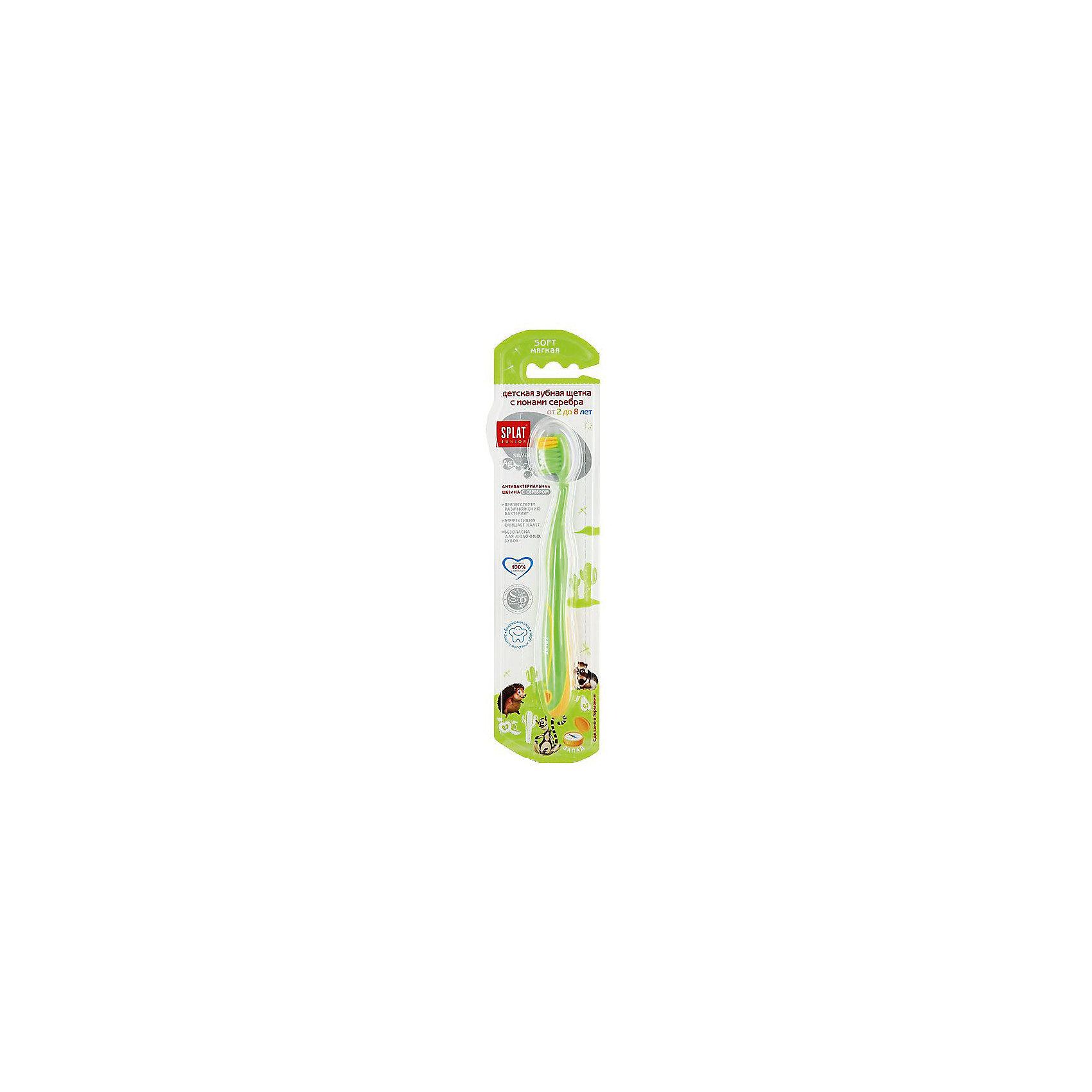 Детская зубная щетка JUNIOR Запад, Splat, зеленыйДетская зубная щетка JUNIOR Splat (Сплат), зеленая.    <br><br>Характеристика:<br><br>• Материал: пластик, нейлон.  <br>• Размер упаковки: 24х7х2 см. <br>• Эргономичная ручка с противоскользящей вставкой. <br>• Щетина обработана серебром (антибактериальный эффект).<br>• Резиновое покрытие головки щетки для мягкого очищения языка и внутренней поверхности щек. <br>• Жесткость щетины: мягкая. <br>• Стильный лаконичный дизайн. <br><br>Зубная щетка JUNIOR от известного бренда Splat прекрасно очищает полость рта, полностью удаляя зубной налет. Мягкая щетина с посеребрением препятствует размножению бактерий, качественно ухаживая за зубами, не травмируя десны. Резиновое покрытие головки щетки очищает язык и внутреннюю поверхность щек. Эргономичная ручка с противоскользящей поверхностью препятствует выскальзыванию. Сдержанный лаконичный дизайн понравится любому подростку.<br><br>Детскую зубную щетку JUNIOR Splat (Сплат), зеленую, можно купить в нашем интернет-магазине.<br><br>Ширина мм: 20<br>Глубина мм: 25<br>Высота мм: 160<br>Вес г: 40<br>Возраст от месяцев: 36<br>Возраст до месяцев: 84<br>Пол: Унисекс<br>Возраст: Детский<br>SKU: 5130722