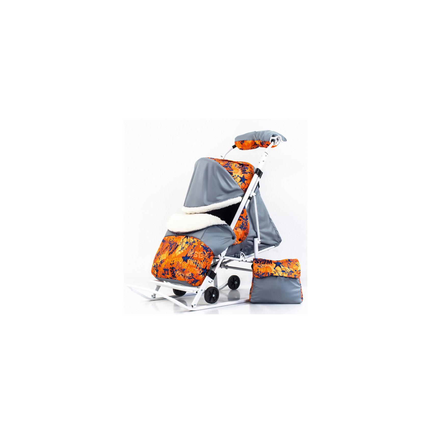 Санки-коляска Пушок К, оранжевый/черныйС колесиками<br>Санки-коляска Пушок К, оранжевый/черный.<br><br>Характеристики:<br><br>• колесики санок легко убираются<br>• объемный капюшон можно полностью опустить в случае непогоды<br>• 4 положения спинки, включая лежачее<br>• надежные ремни безопасности<br>• теплый чехол для ног<br>• есть сумка для мамы<br>• легко складывается <br>• ширина полозьев: 3 см <br>• вес: 7,5 кг<br>• цвет: оранжевый/черный<br><br>Санки-коляска Пушок К подойдут для детей от 7 месяцев до 4 лет. Они оснащены колесами, которые легко выдвигаются и убираются. Модель имеет удобную подножку, чехол для ног и сумку для мамы. Спинка санок регулируется в четырех положениях, что особенно удобно для детей до года. Объемный регулируемый капюшон защитит малыша от ветра и холода. С такими санками-коляской вы сможете проводить время на свежем воздухе с удовольствием!<br><br>Вы можете купить санки-коляску Пушок К, оранжевый/черный в нашем интернет-магазине.<br><br>Ширина мм: 1200<br>Глубина мм: 440<br>Высота мм: 240<br>Вес г: 8000<br>Возраст от месяцев: 12<br>Возраст до месяцев: 48<br>Пол: Унисекс<br>Возраст: Детский<br>SKU: 5137216