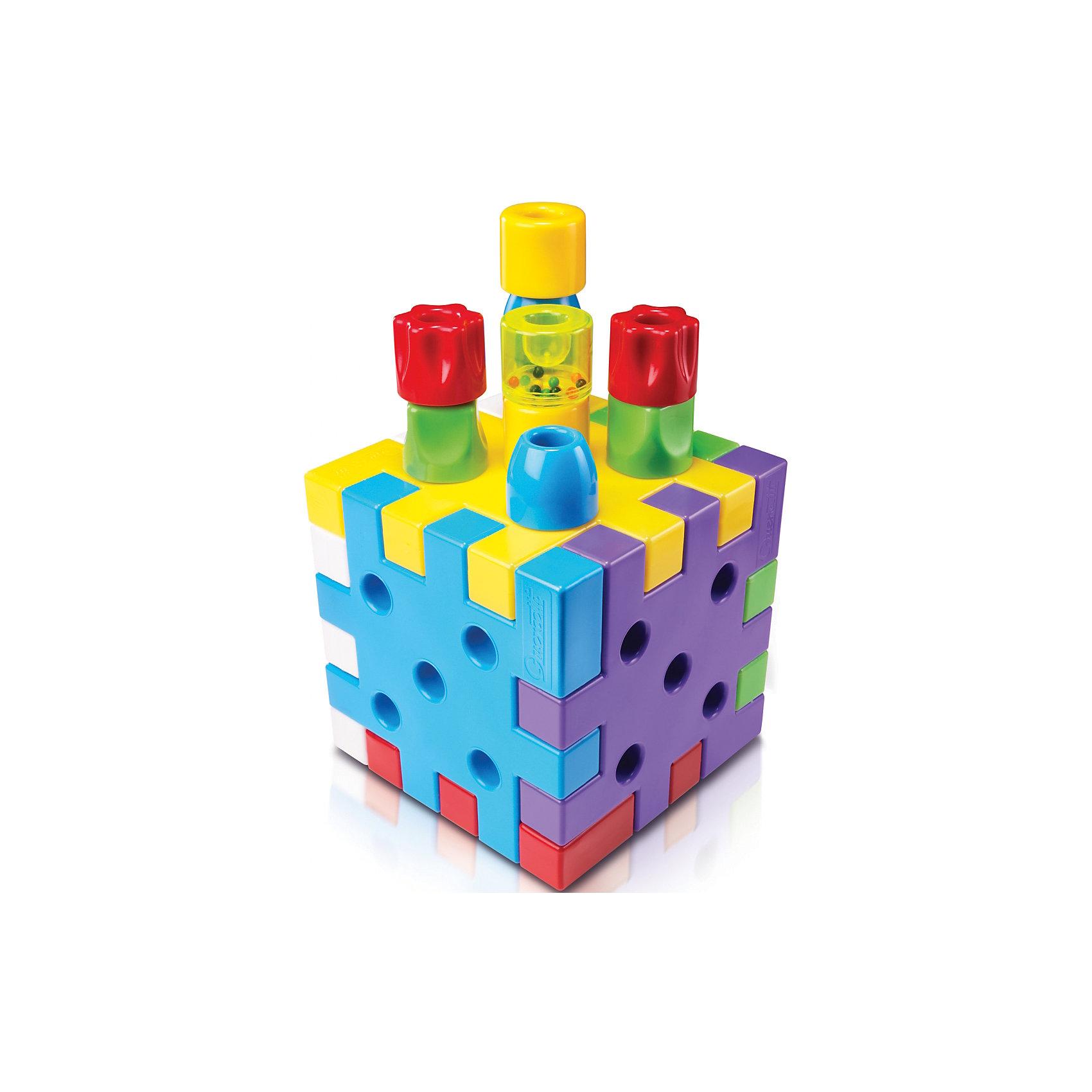 Конструктор Кубо, 19 деталей, QuercettiПластмассовые конструкторы<br>Конструктор Кубо, 19 деталей, Quercetti (Кверсетти).<br><br>Характеристики:<br><br>- В наборе 19 деталей: 6 квадратов (красный, желтый, зеленый, голубой, сиреневый, белый), 3 цилиндрических конусообразных фишки ? голубого цвета, 3 цилиндрических фишки ? желтого цвета, 3 цилиндрических квадратных фишки  ? зеленого цвета, 3 цилиндрических фишки в форме цветка ? красного цвета, 1 цилиндрическая фишка ? погремушка<br>- Размер квадратов: 18 х 18 х 3 см<br>- Высота и диаметр фишек-столбиков: 4 х 4,5 см.<br>- Материал: высококачественный пластик, окрашенный нетоксичными красками<br>- Упаковка: картонная коробка с ручкой<br>- Размер упаковки: 33 х 31 х 13 см.<br>- Вес: 870 гр.<br><br>Развивающий конструктор «Кубо» от Quercetti (Кверсетти) подойдет даже для самых маленьких. Крупные и яркие детали удобно брать детской ручкой, а их крепления просты и безопасны для любознательного крохи. В набор входит два вида деталей: шесть больших разноцветных квадратов и различные по цвету и форме фишки-столбики. Квадраты сцепляются между собой по принципу пазла и могут располагаться в одной плоскости или под углом 90 градусов. Поэтому ваш малыш сможет создавать различные объемные модели. На поверхности квадратов, с разных сторон, находятся углубления и выступы, которые служат креплениями для столбиков. Столбиками можно играть как крупной мозаикой, используя квадратные детали в качестве игрового поля, а можно применять их как строительный материал для создания всевозможных объемных моделей. Их также можно сортировать по цвету и использовать и как замечательный счетный материал. Если сложить из разноцветных квадратов куб, детали-столбики отлично поместятся внутри него. Примеры некоторых других поделок из этого конструктора приведены на коробке. Конструктор «Кубо» знакомит ребенка с цветами, развивает у него координацию движений, фантазию и пространственно-логическое мышление.<br><br>Конструктор Кубо, 19 деталей, Quercetti (