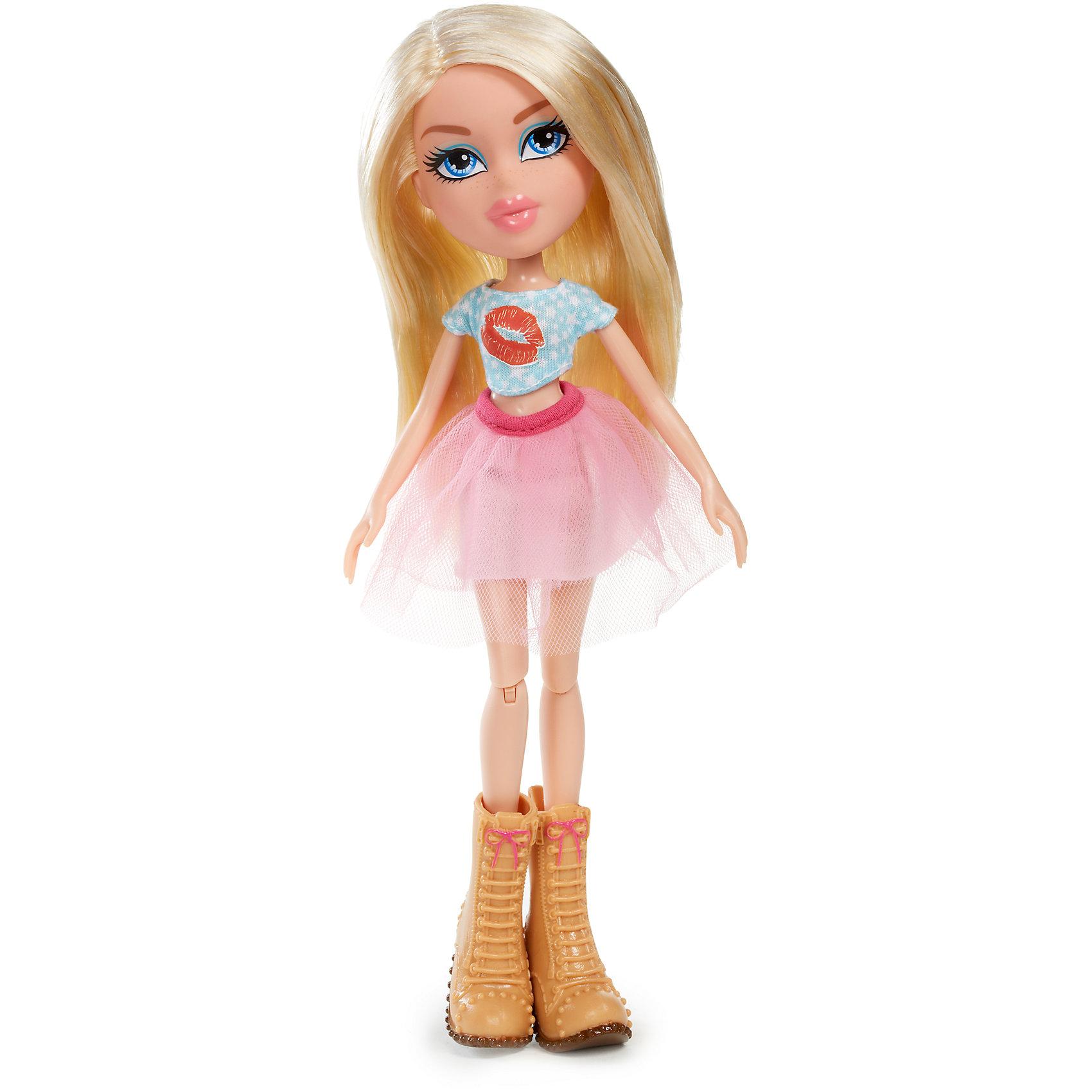 Кукла делюкс Хлоя, Диджей, BratzКуклы-модели<br>Характеристики товара:<br><br>- цвет: разноцветный;<br>- материал: пластик;<br>- подвижные части тела;<br>- комплектация: кукла, аксессуары;<br>- размер упаковки: 15х6х30 см.<br>- размер куклы: 27 см.<br><br>Эти симпатичные куклы диджеи-Bratz от известного бренда не оставят девочку равнодушной! Какая девочка сможет отказаться поиграть с куклами, которым можно менять образ благодаря набору аксессуаров?! В комплект входит одежда и аксессуары для куклы-диджея. Игрушка очень качественно выполнена, поэтому она станет замечательным подарком ребенку. <br>Продается набор в красивой удобной упаковке. Изделие произведено из высококачественного материала, безопасного для детей.<br><br>Куклу делюкс Хлоя, Диджей, от бренда Bratz можно купить в нашем интернет-магазине.<br><br>Ширина мм: 160<br>Глубина мм: 310<br>Высота мм: 70<br>Вес г: 4000<br>Возраст от месяцев: 72<br>Возраст до месяцев: 2147483647<br>Пол: Женский<br>Возраст: Детский<br>SKU: 5141874