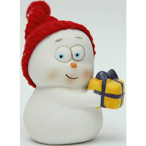 Фигурка Снеговик с подаркомНовогодние сувениры<br>Новогодняя фигурка снеговика Снеговик с подарком арт.38339/120 (цв. карт. 8см, керамика)<br><br>Ширина мм: 80<br>Глубина мм: 70<br>Высота мм: 90<br>Вес г: 138<br>Возраст от месяцев: 60<br>Возраст до месяцев: 600<br>Пол: Унисекс<br>Возраст: Детский<br>SKU: 5144558