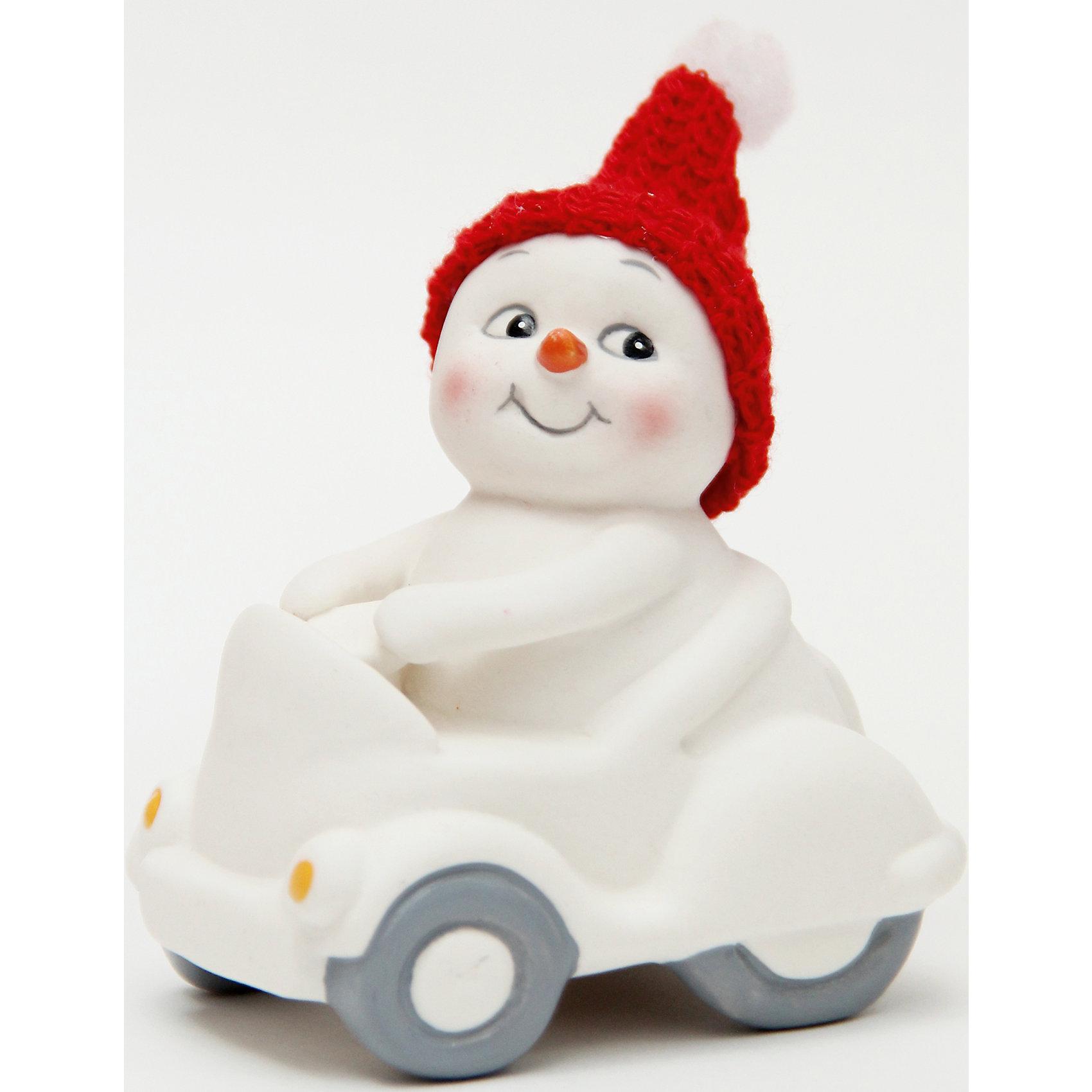 Фигурка Снеговик в машине 8 см, керамикаВсё для праздника<br>Новогодняя фигурка снеговика Снеговик в машине  арт.41747 (8см, керамика) / 8 арт.41747<br><br>Ширина мм: 55<br>Глубина мм: 75<br>Высота мм: 80<br>Вес г: 133<br>Возраст от месяцев: 60<br>Возраст до месяцев: 600<br>Пол: Унисекс<br>Возраст: Детский<br>SKU: 5144564