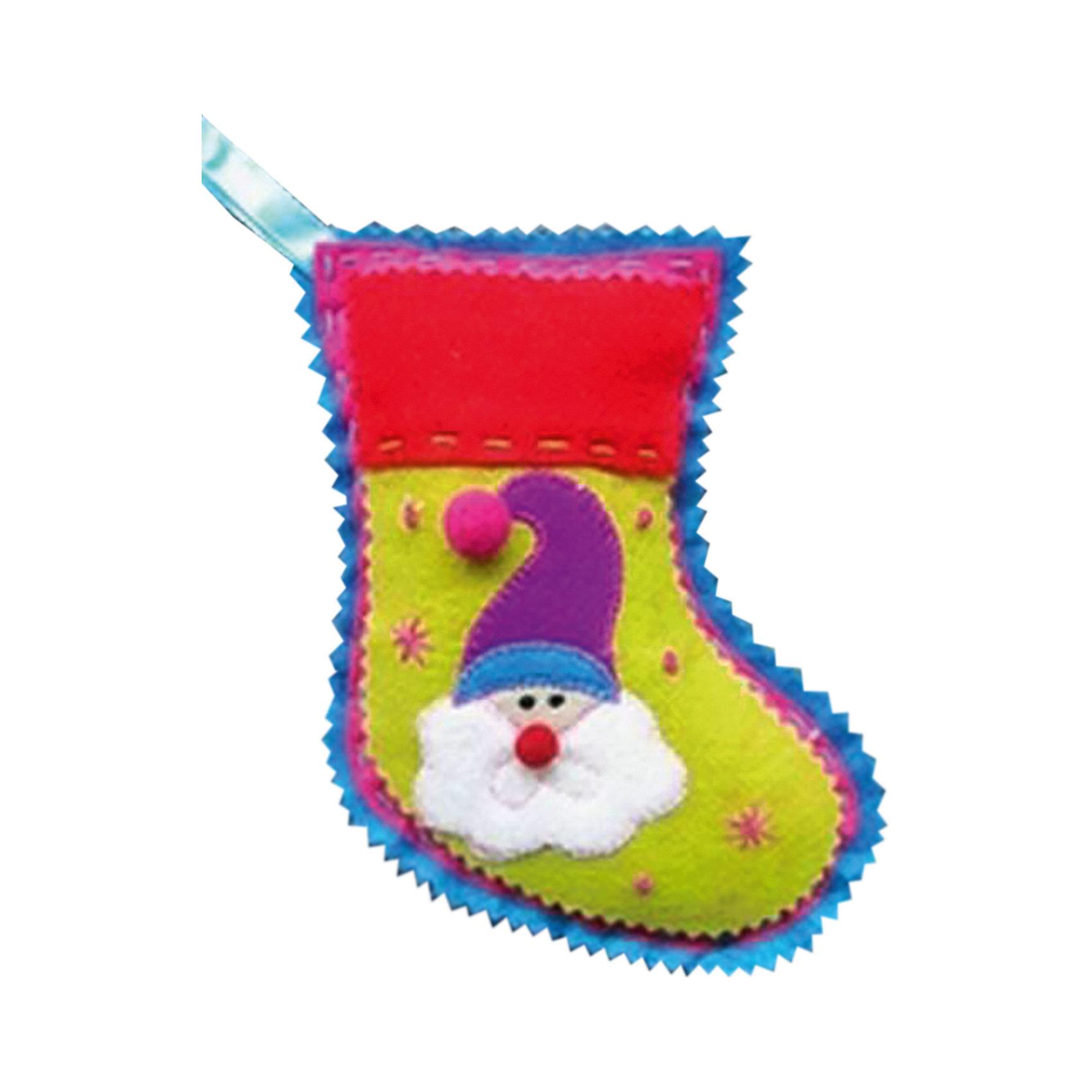 Украшение из ткани Носок 18 смВсё для праздника<br>Новогоднее подвесное украшение из ткани-25340 (полиэстер) Носок 18 см<br><br>Ширина мм: 130<br>Глубина мм: 180<br>Высота мм: 20<br>Вес г: 27<br>Возраст от месяцев: 60<br>Возраст до месяцев: 600<br>Пол: Унисекс<br>Возраст: Детский<br>SKU: 5144619