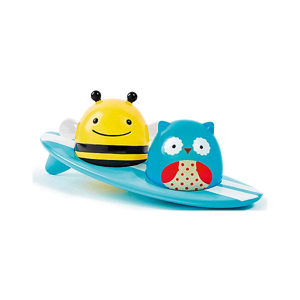 Игрушка для ванной Серферы, Skip HopИгрушки для ванной<br>Характеристики игрушки для ванной Серферы:<br><br>- тип: игрушка для ванной<br>- серия: zoo bath collection<br>- страна: Китай<br>- упаковка: блистер<br>- возраст ребенка: от 1 года<br>- материал: пластик, металл<br>- пол: унисекс<br>- дополнительные функции: светящаяся, развивающая<br>- размеры, фигурки пчелы: 75 * 50 * 55 см<br>- размер упаковки:18 * 18 * 7<br>- состав: 2 фигурки, доска для серфинга<br>- вес в упаковке, 135 г<br><br>Все дети любят купаться, а игрушка для ванной Серферы торговой марки <br>Skip Hop приучит ребенка принимать водные процедуры с радостью и удовольствием. Она состоит из доски для серфинга и двух очаровательных серферов: совы и пчелки. Когда игрушка касается воды, животные начинают светиться. Изделие изготовлено из высококачественного пластика без острых углов. Уникальная игрушка прекрасно держится на воде, привлекает светом и побуждает малыша к активным действиям.<br>Игрушка развивает сенсорное восприятие, мелкую моторику, внимание и наблюдательность.<br><br>Игрушка для ванной Серферы торговой марки SkipHop (Скип Хоп) можно купить в нашем интернет-магазине.<br>Ширина мм: 170; Глубина мм: 170; Высота мм: 70; Вес г: 271; Возраст от месяцев: 24; Возраст до месяцев: 60; Пол: Унисекс; Возраст: Детский; SKU: 5146703;