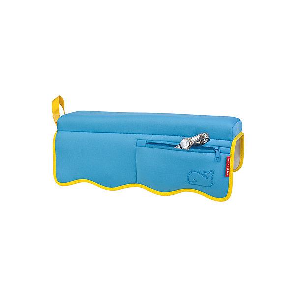 Накладка на край ванной под локти мамы, Skip HopТовары для купания<br>Характеристики накладки на край ванной под локти мамы:<br><br>- возраст: от 0 мес.<br>- размеры: 40 * 10 * 12 см.<br>- материал: текстиль, пенопласт.<br>- производитель: Skip Hop.<br><br>Накладка на край ванной под локти мамы Skip Hop (Скип Хоп) Удобная накладка для ванной сбережет локти мамы, купающей своего малыша, и поможет не потерять все украшения, спрятав их в органайзере, поможет родителям избежать неприятных ощущений для локтей во время купания ребенка. Накладка крепиться на ванную с помощью специальных присосок и можно приступать к водным процедурам. На поверхности изделия есть мягкая подставка для локтей, а также специальный кармашек для мелочей и драгоценностей, который закрывается на молнию. После использования накладки ее можно повесить для просушки за специальную петельку, подходит для всех типов ванн и имеет водонепроницаемую поверхность, которая легко очищается от загрязнений. Накладка изготовлена из специального гипоаллергенного материала, который сертифицирован для производства товаров для детей, окрашена стойкими к контакту с водой красителями, которые долгое время сохраняют первоначальный вид.<br><br>Накладку на край ванной под локти мамы, торговой марки SkipHop (Скип Хоп) можно купить в нашем интернет-магазине.<br>Ширина мм: 400; Глубина мм: 130; Высота мм: 50; Вес г: 355; Возраст от месяцев: 0; Возраст до месяцев: 48; Пол: Унисекс; Возраст: Детский; SKU: 5146704;