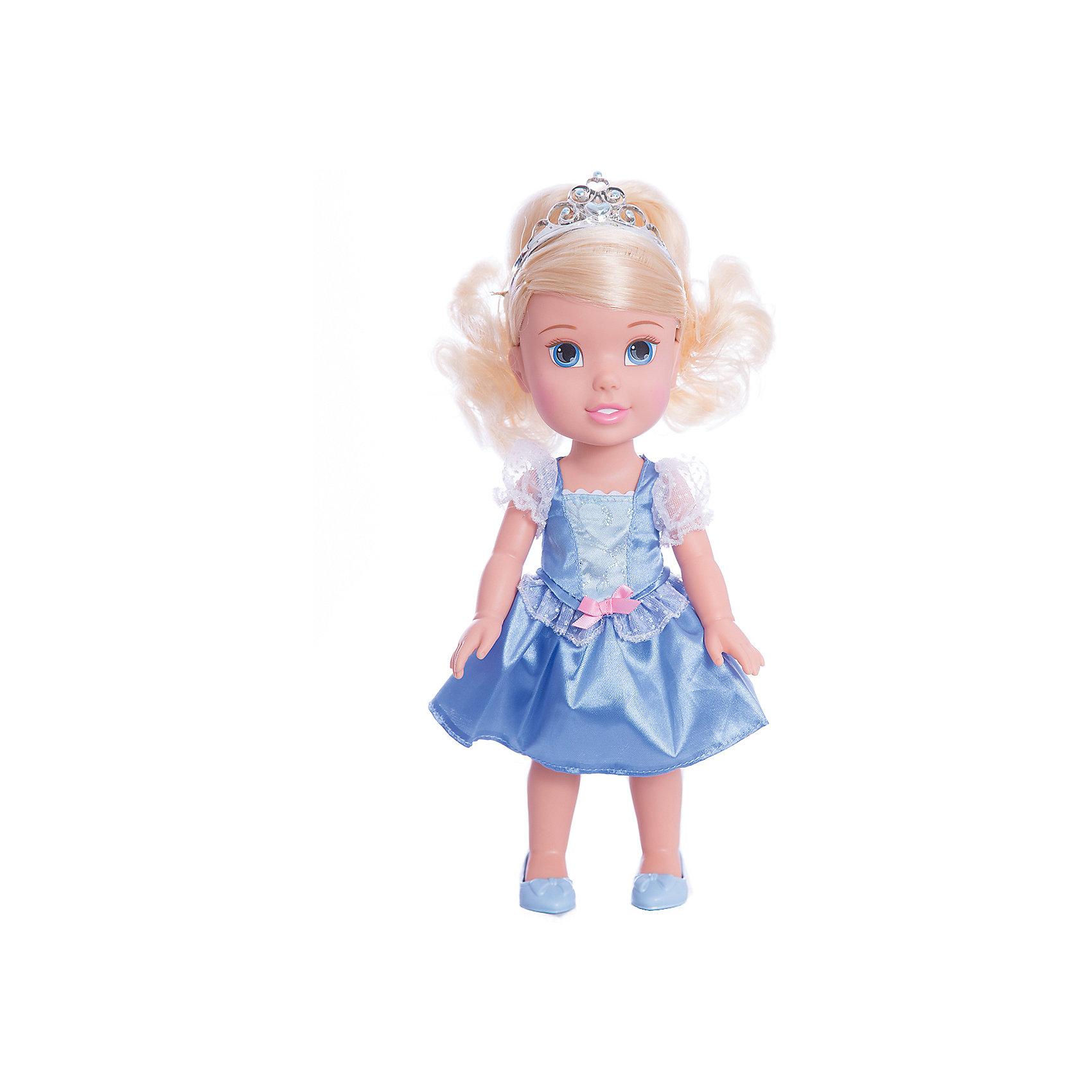 Кукла-малышка Принцессы Диснея Золушка, 31 см.Бренды кукол<br>Кукла Золушка, 31 см<br><br>Характеристики:<br><br>- В комплекте: кукла, тиара<br>- Высота куклы: 31 см.<br>- Материал: пластик, текстиль<br>- Особенности: настоящие мягкие волосы<br>- Упаковка: картонная коробка с дисплеем<br><br>Кукла-малышка Золушка создана по мотивам фильма Дисней «Золушка» и наверняка понравится каждой его поклоннице! Маленькая принцесса Дисней одета в стильное нарядное атласное платье голубого цвета с белым кружевом и маленьким розовым бантиком, которое сочетается с удобными туфельками и маленькой изящной тиарой. У куклы шелковистые светлые волосы, из которых можно создавать самые разные прически. Кукла выполнена из высококачественных материалов, выглядит очень мило.<br><br>Куклу Золушка, 31 см, Холодное сердце купить в нашем интернет-магазине.<br><br>Ширина мм: 170<br>Глубина мм: 350<br>Высота мм: 120<br>Вес г: 604<br>Возраст от месяцев: 36<br>Возраст до месяцев: 2147483647<br>Пол: Женский<br>Возраст: Детский<br>SKU: 5156891