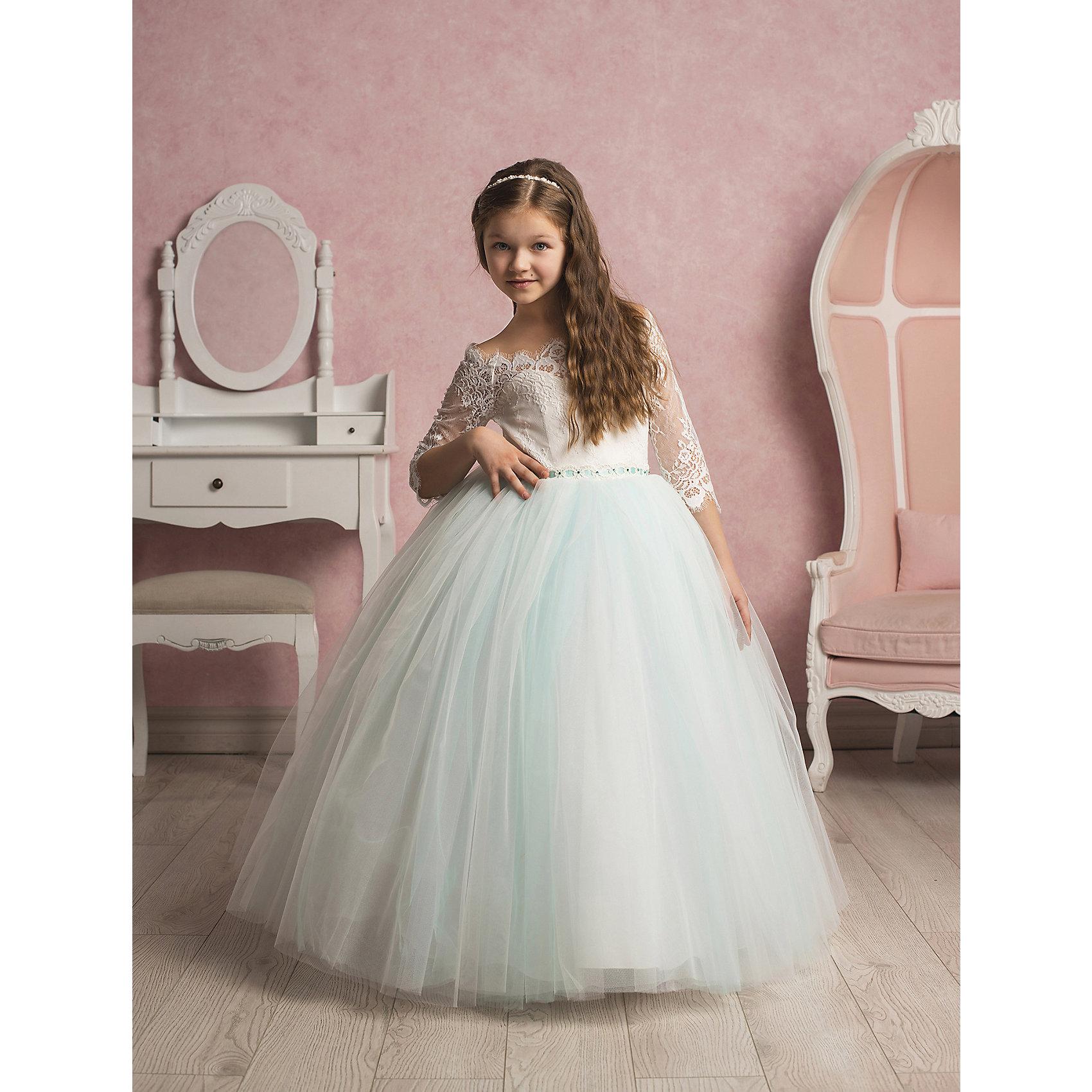 Платье нарядное ПрестижПлатье для девочки Престиж.<br><br>Характеристики:<br><br>• пышный силуэт<br>• корсет<br>• рукав три четверти<br>• цвет: бирюзовый<br>• состав: 100% полиэстер<br><br>Платье для девочки Престиж имеет пышный силуэт и рукав три четверти. Прекрасное сочетание светлого полупрозрачного лифа и пышной юбки нежного цвета поможет создать элегантный образ маленькой леди.<br><br>Платье регулируется шнуровкой сзади, от талии до верха спинки. Шнуровка в комплекте.<br>Платье подходит для занятий бальными танцами.<br><br>Платье для девочки Престиж вы можете купить в нашем интернет-магазине.<br><br>Ширина мм: 236<br>Глубина мм: 16<br>Высота мм: 184<br>Вес г: 177<br>Цвет: бирюзовый<br>Возраст от месяцев: 72<br>Возраст до месяцев: 84<br>Пол: Женский<br>Возраст: Детский<br>Размер: 116,128,122<br>SKU: 5158369